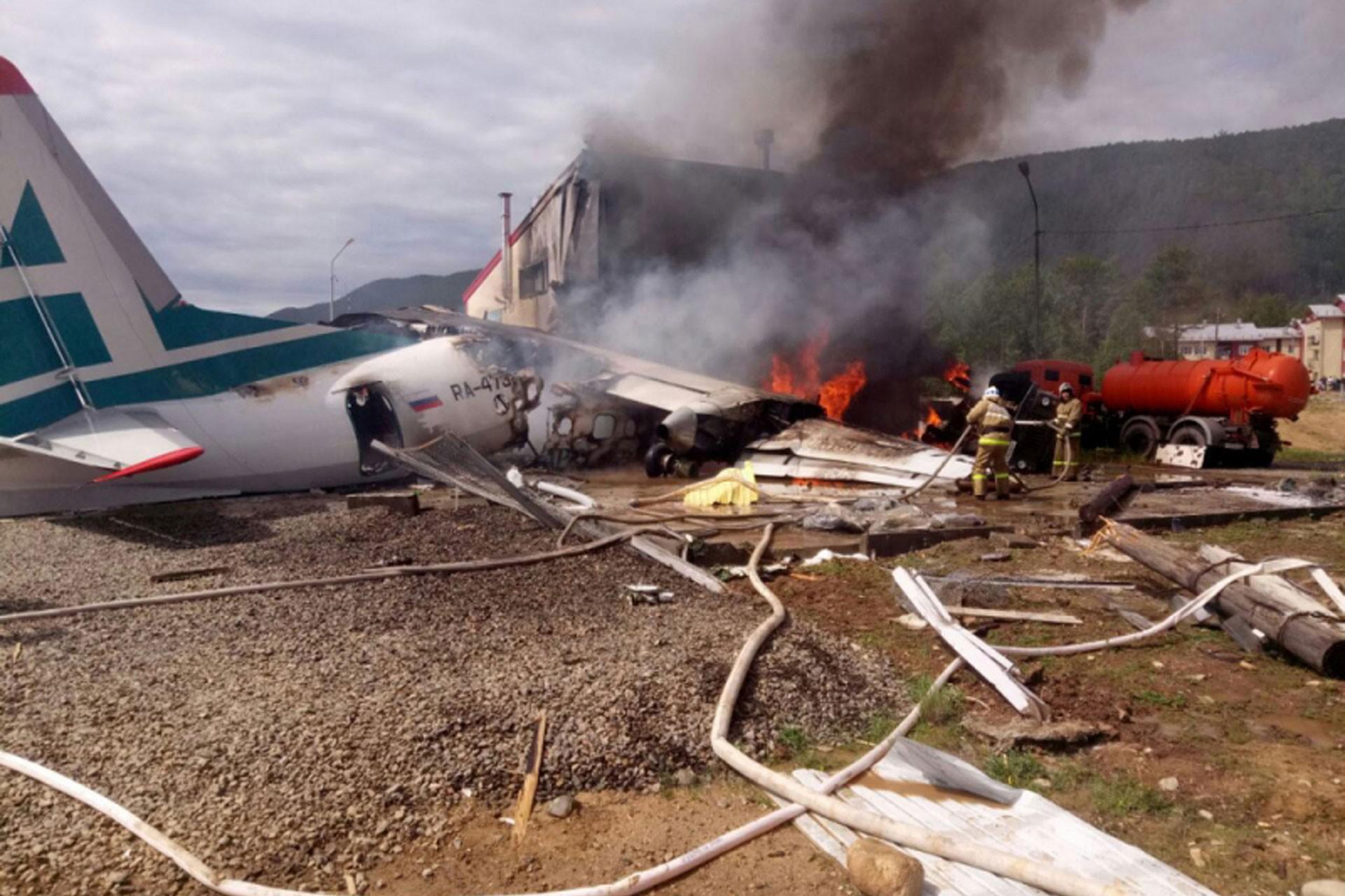 Rusya'da acil iniş yapan yolcu uçağı pistten çıktı: 2 ölü, 22 yaralı