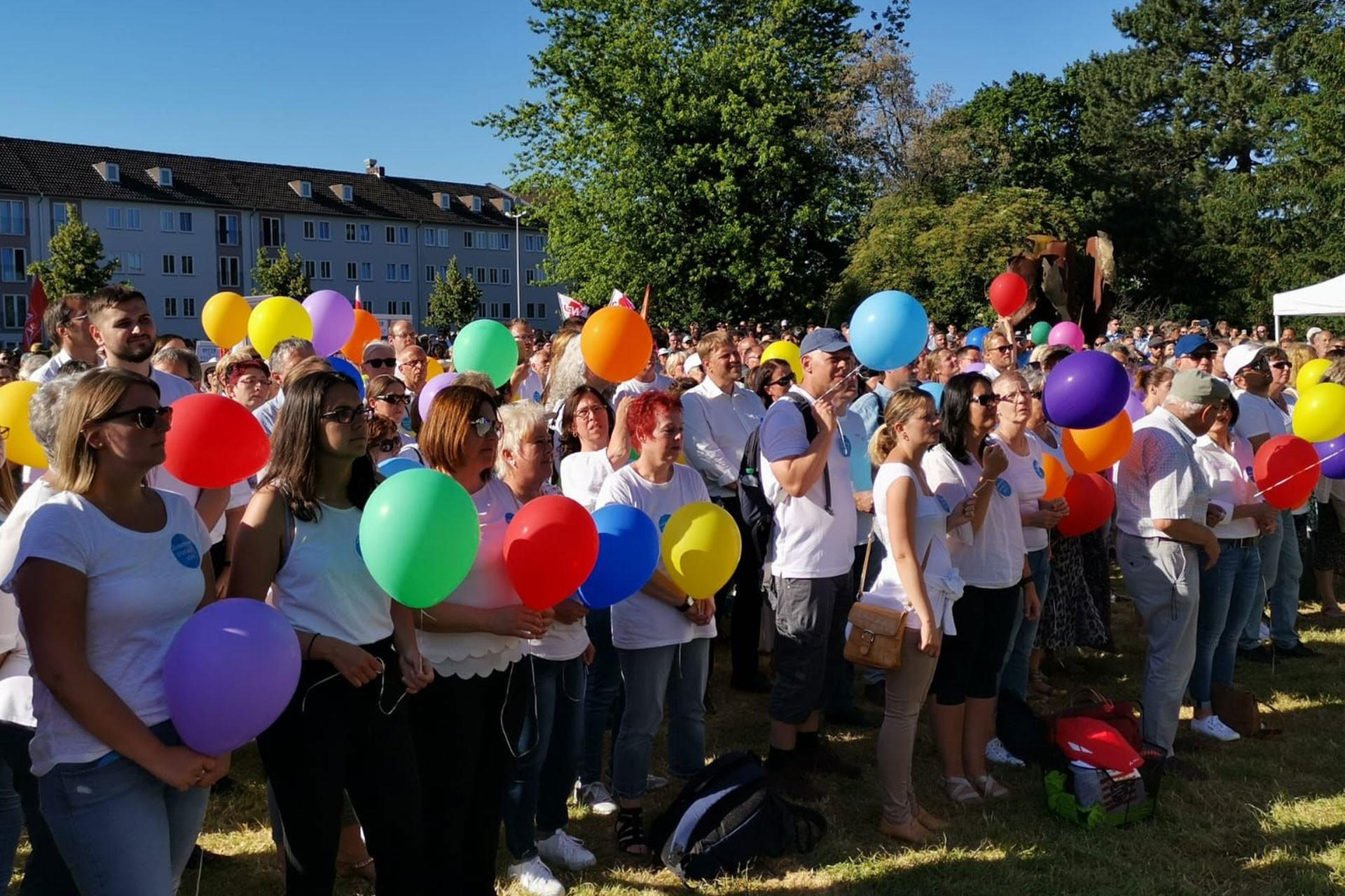 Almanya'da 10 bin kişi ırkçılık karşıtı eylem yaptı