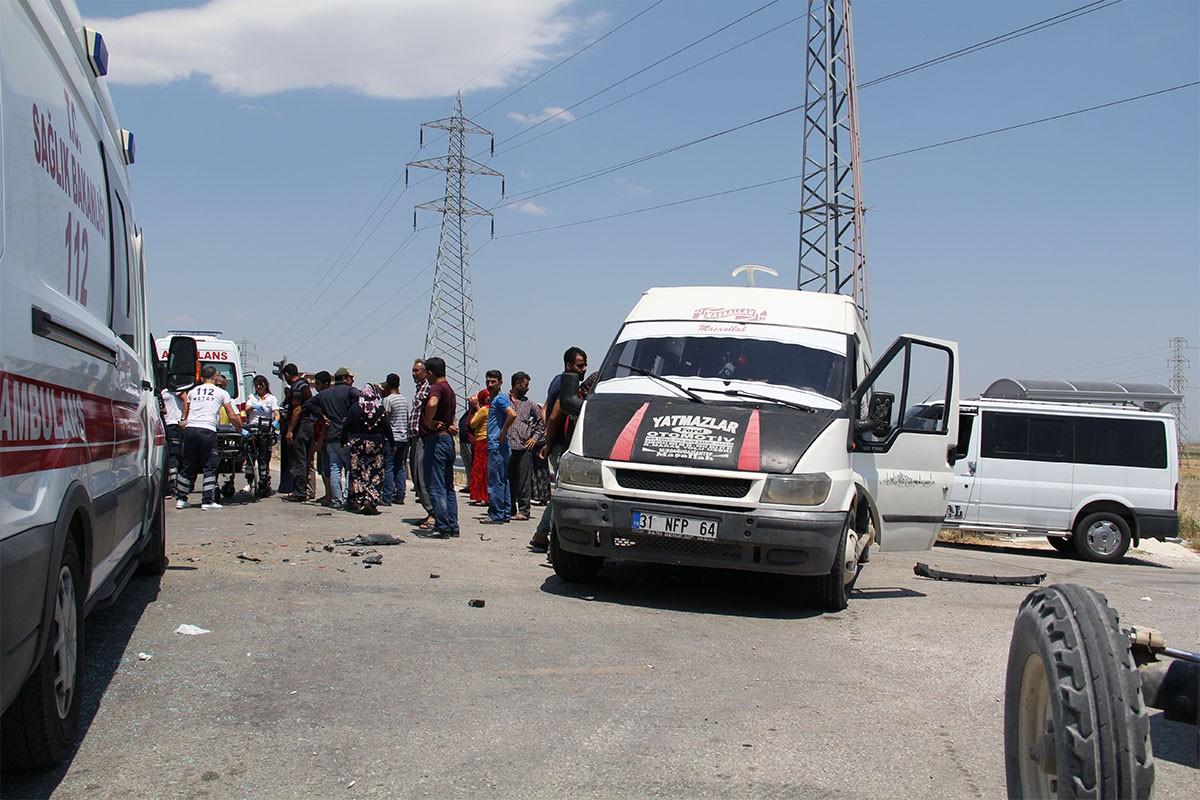 Hatay'da işçi servisi ile otomobil çarpıştı: 6 işçi yaralı