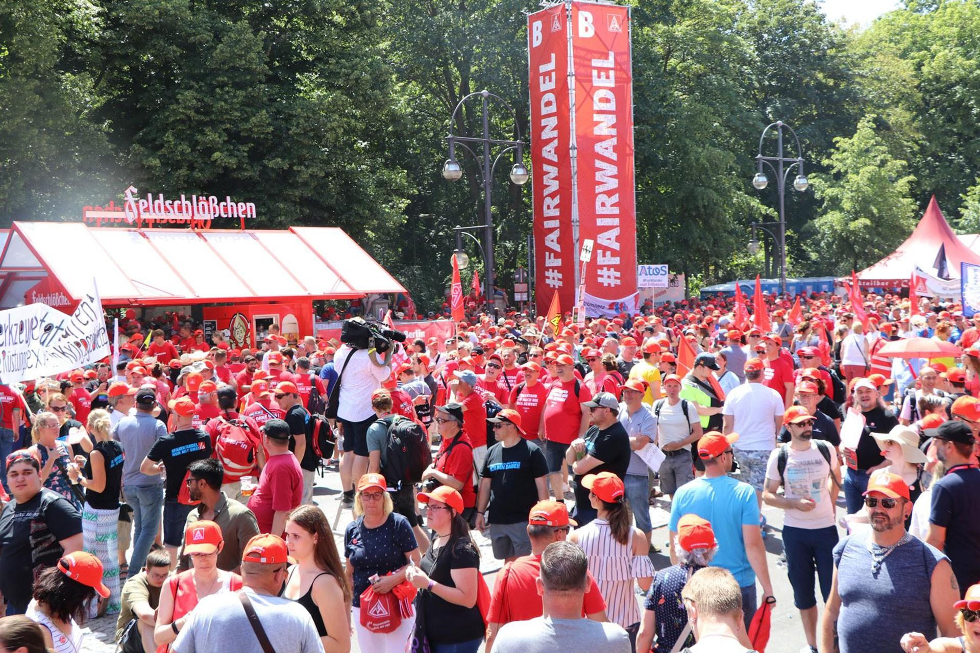 Almanya'da metal işçilerinden büyük miting: Üretimde adil dönüşüm!