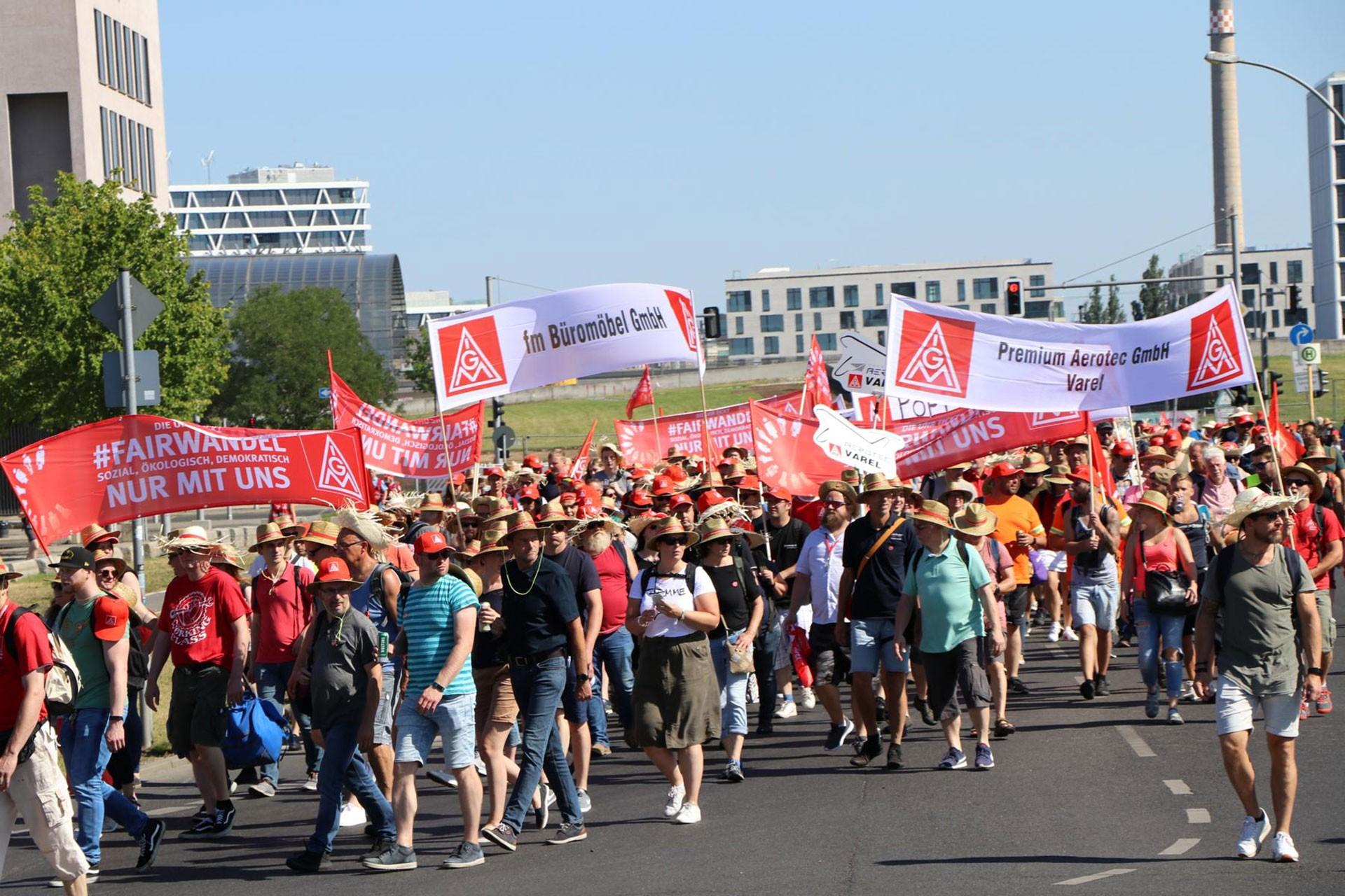 Almanya'da metal işçilerinin mitingi