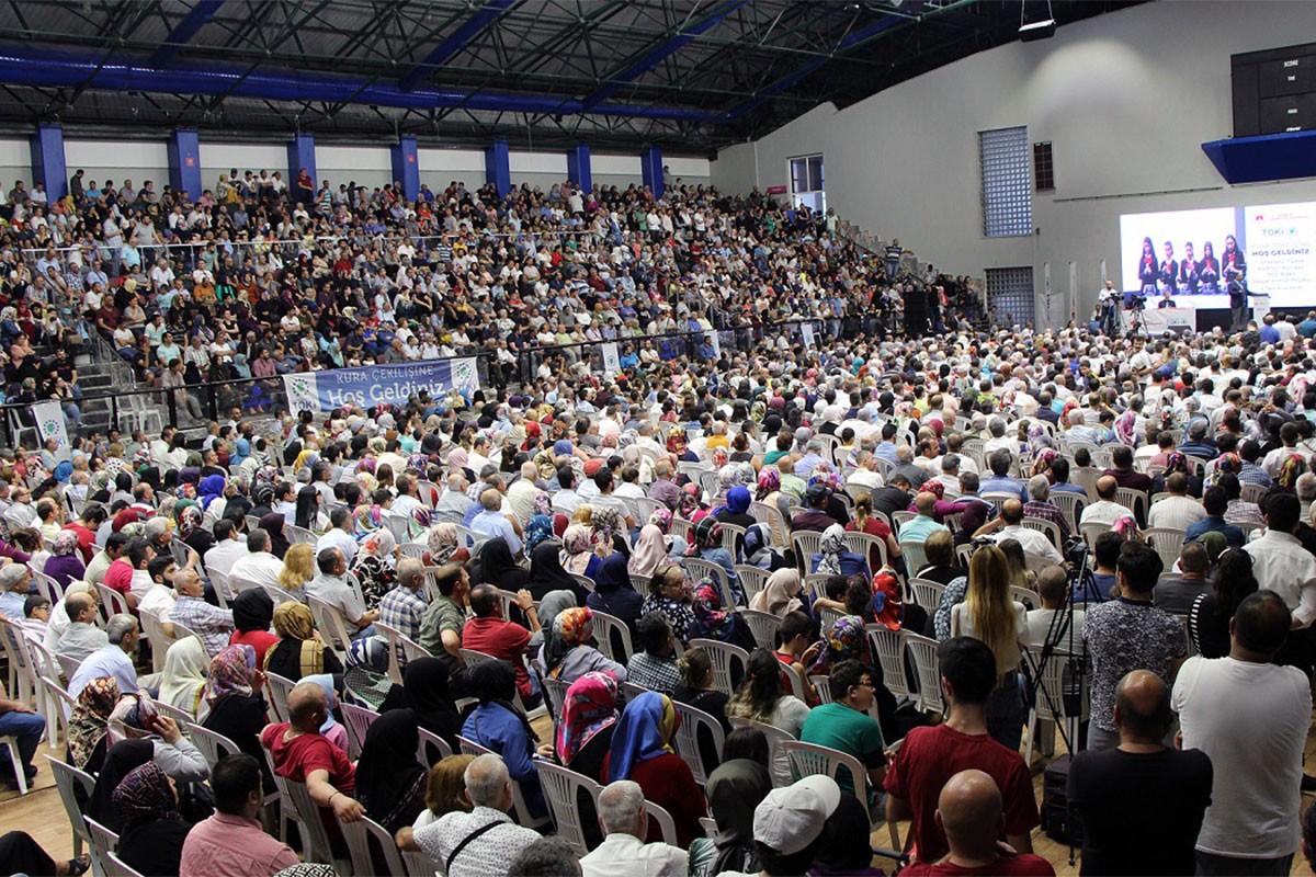 TOKİ çekilişinde izdiham: 500 konut için 103 bin kişi başvurdu