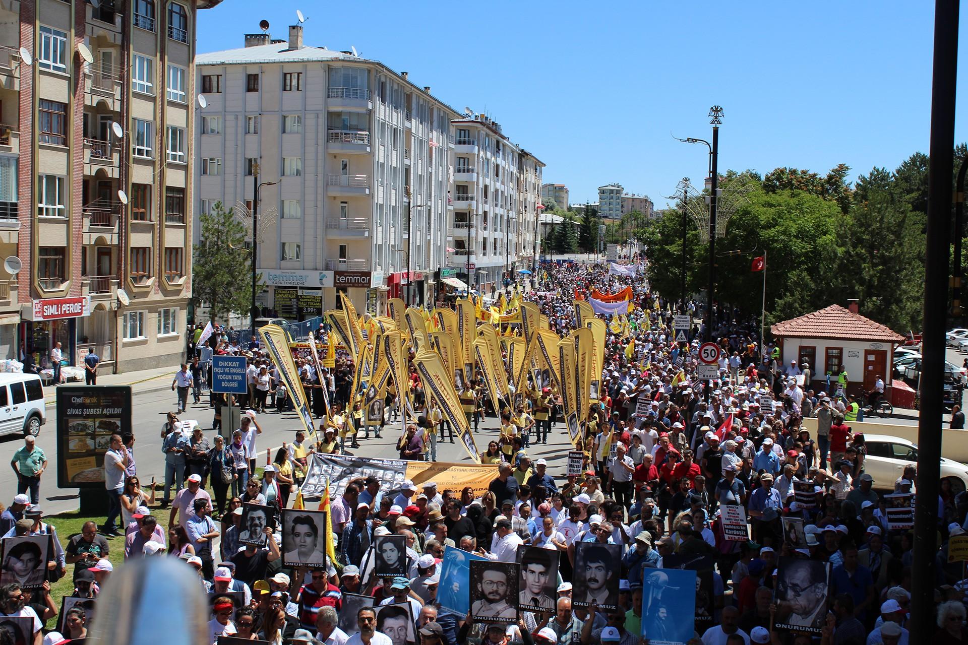 Sivas Katliamı'nın 26. yılında binler haykırdı: Madımak'ın ateşi hâlâ sönmedi