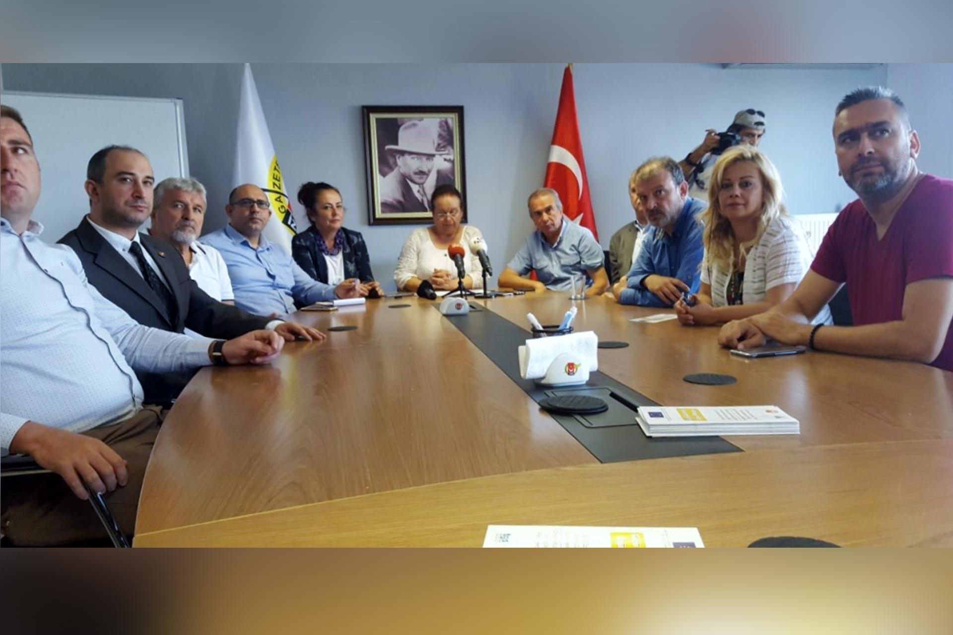 İzmir'in yerel gazetelerinden ortak açıklama: #YerelBasınaSesVer