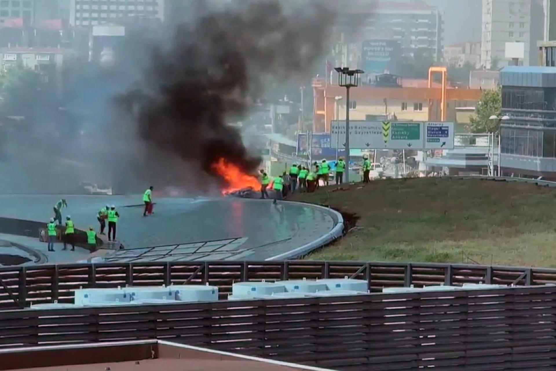 Zincirlikuyu'da plaza inşaatında yangın çıktı