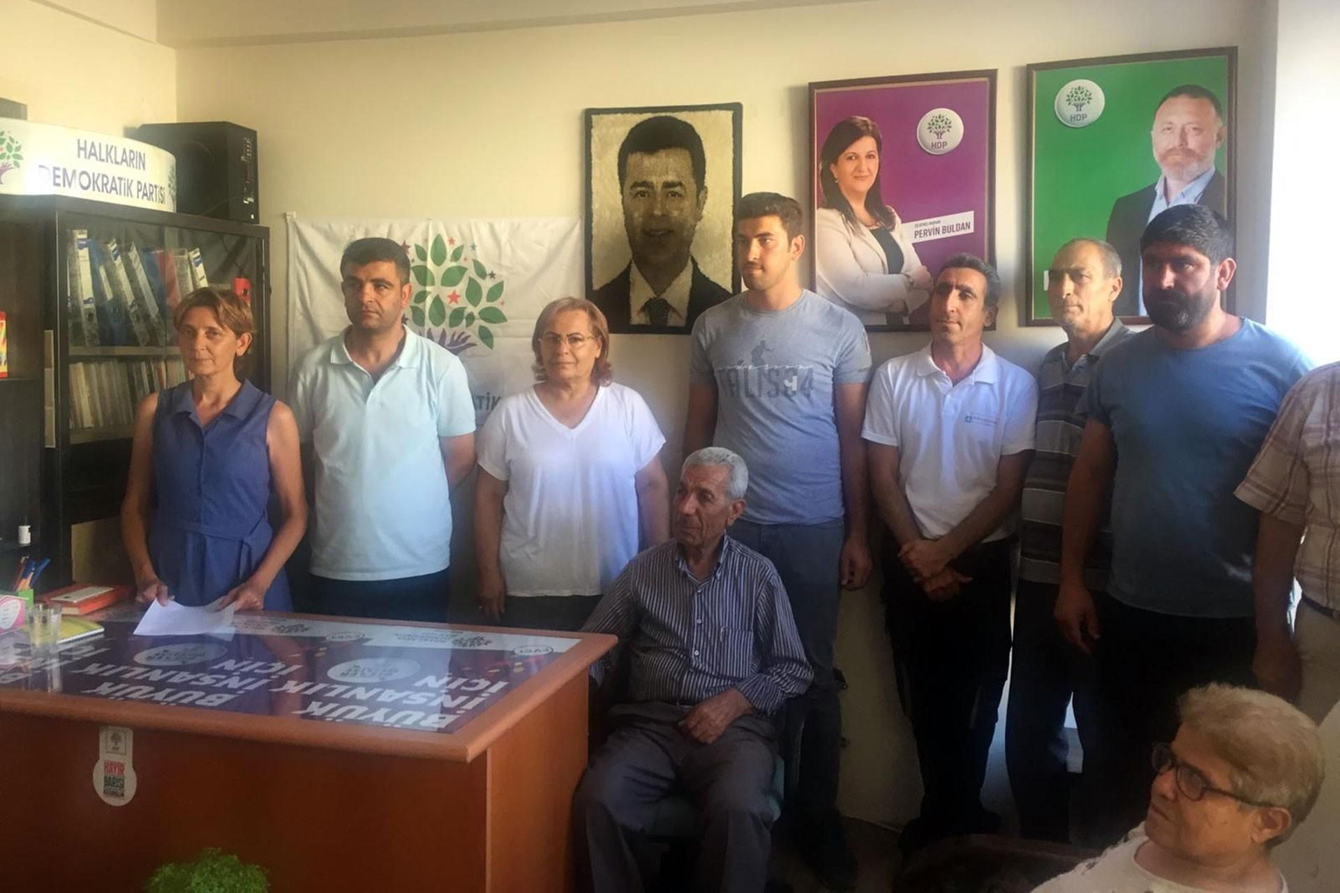 HDP'den Aliağa Belediyesinden çıkarılan işçilere destek