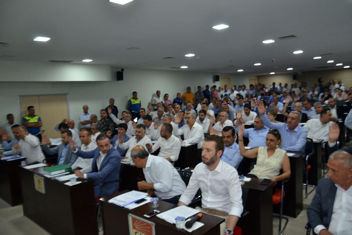Adana Büyükşehir Meclisinde işten atma tartışmaları gündem oldu