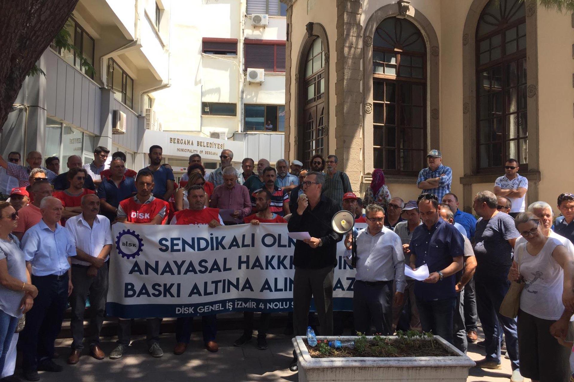 Bergama belediyesindeki işçilere 'Hizmet-İş'e üye olun' baskısı
