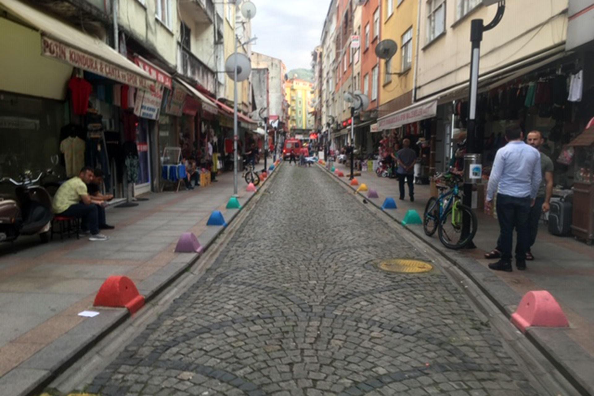 AKP'lilerden Fındıklı Belediyesine karşı 'PKK renkleri' provokasyonu
