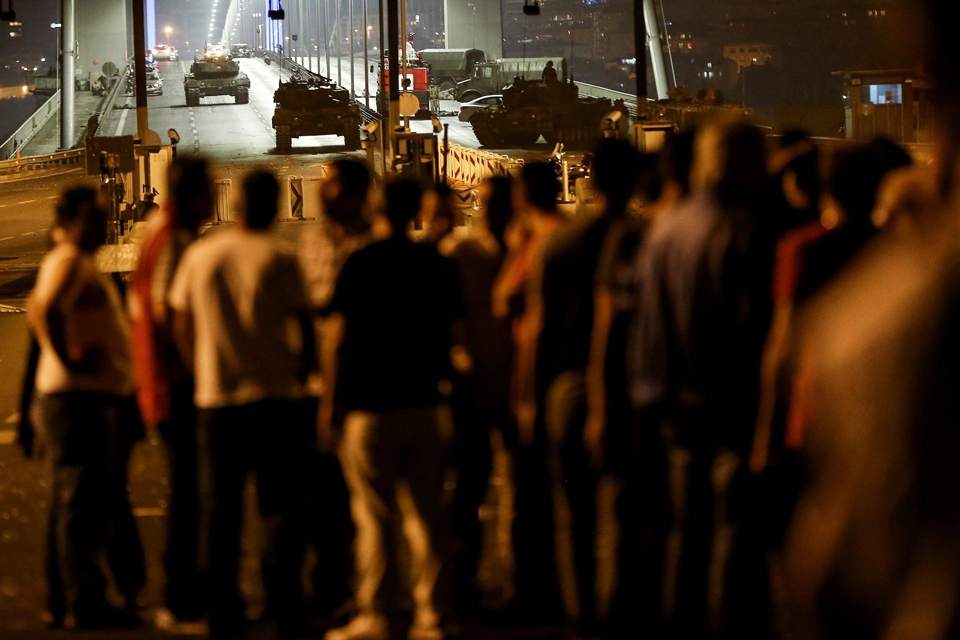 İzmir Barosu: Bu gerici kalkışmadan bu kişileri mevkilere getirenler de sorumlu