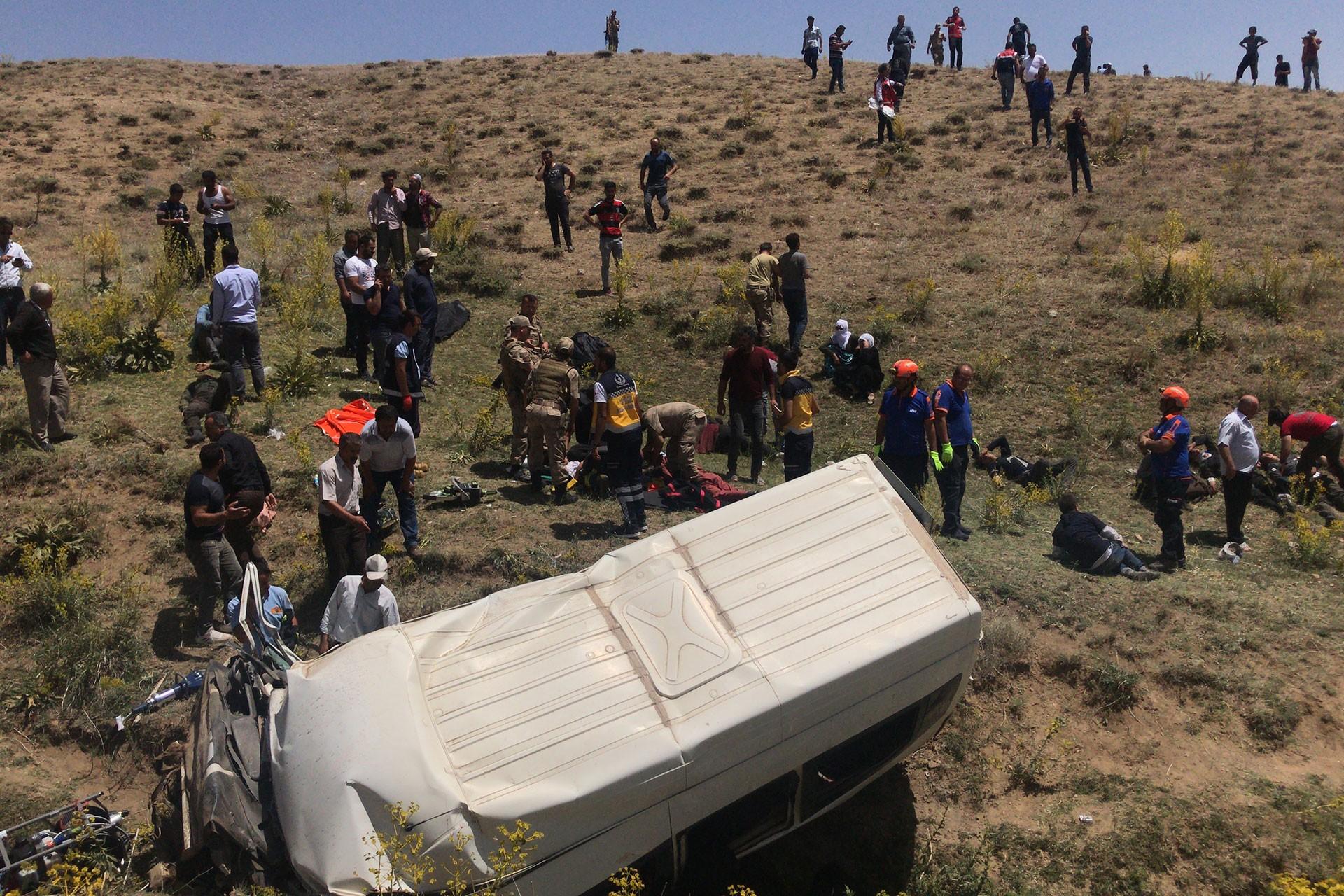 Van'da mültecileri taşıyan minibüs devrildi: 17 kişi öldü, 50 kişi yaralandı