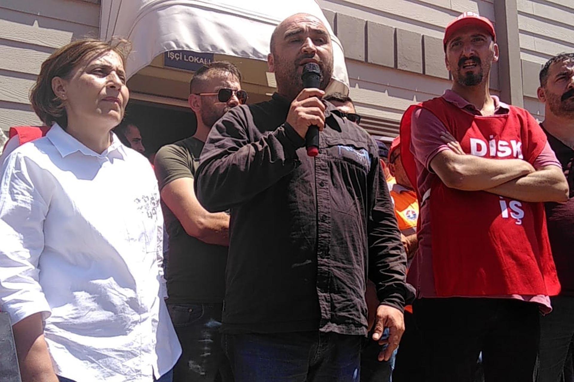 DİSK Genel-İş Anadolu Yakası 1 No'lu Şube Sekreteri Cem Karasoy, iş bırakan Maltepe Belediyesi işçilerini ziyaret etti