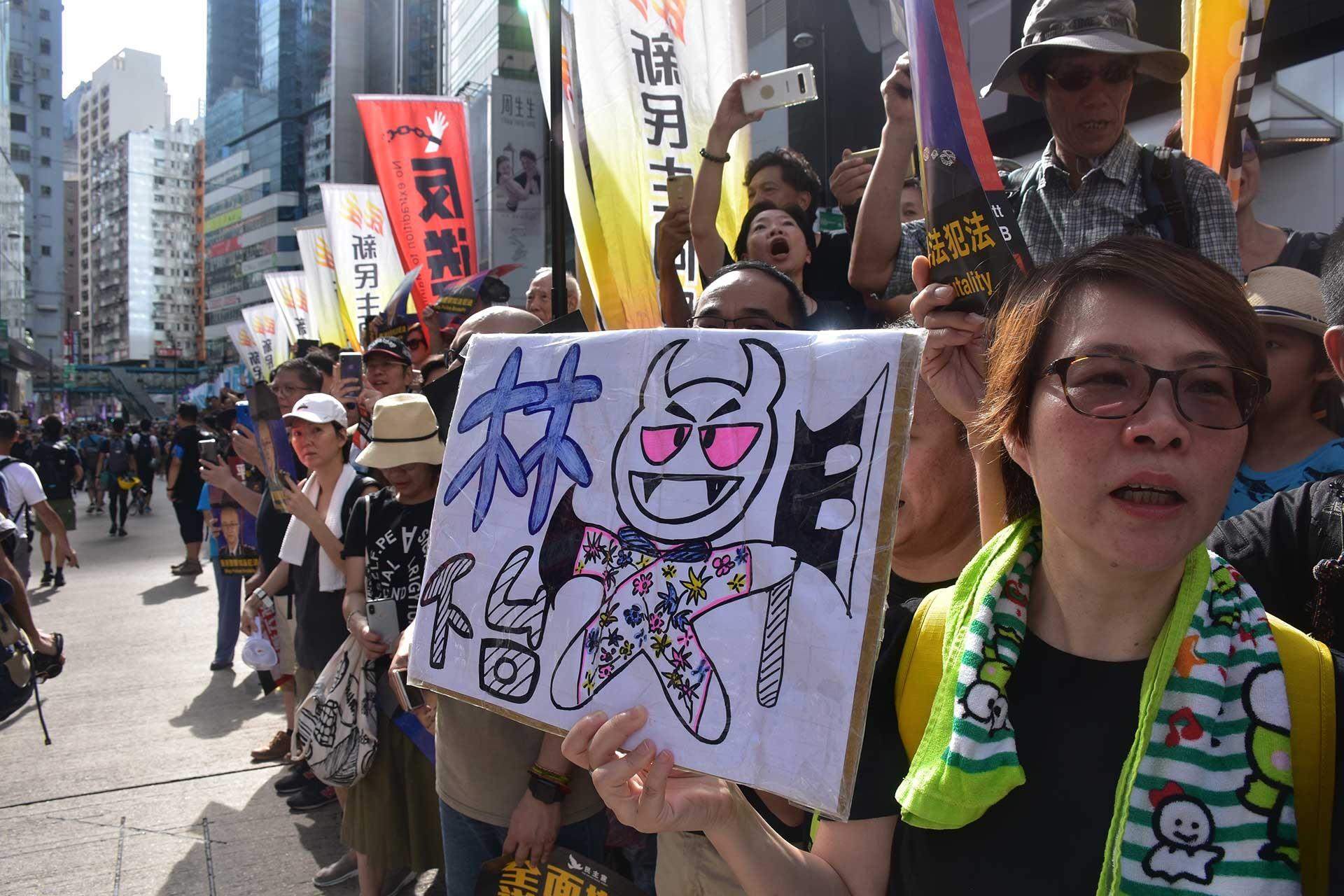 Hong Kong'da 'Şüphelilerin Çin'e iadesi'ne karşı protestoya polis müdahalesi
