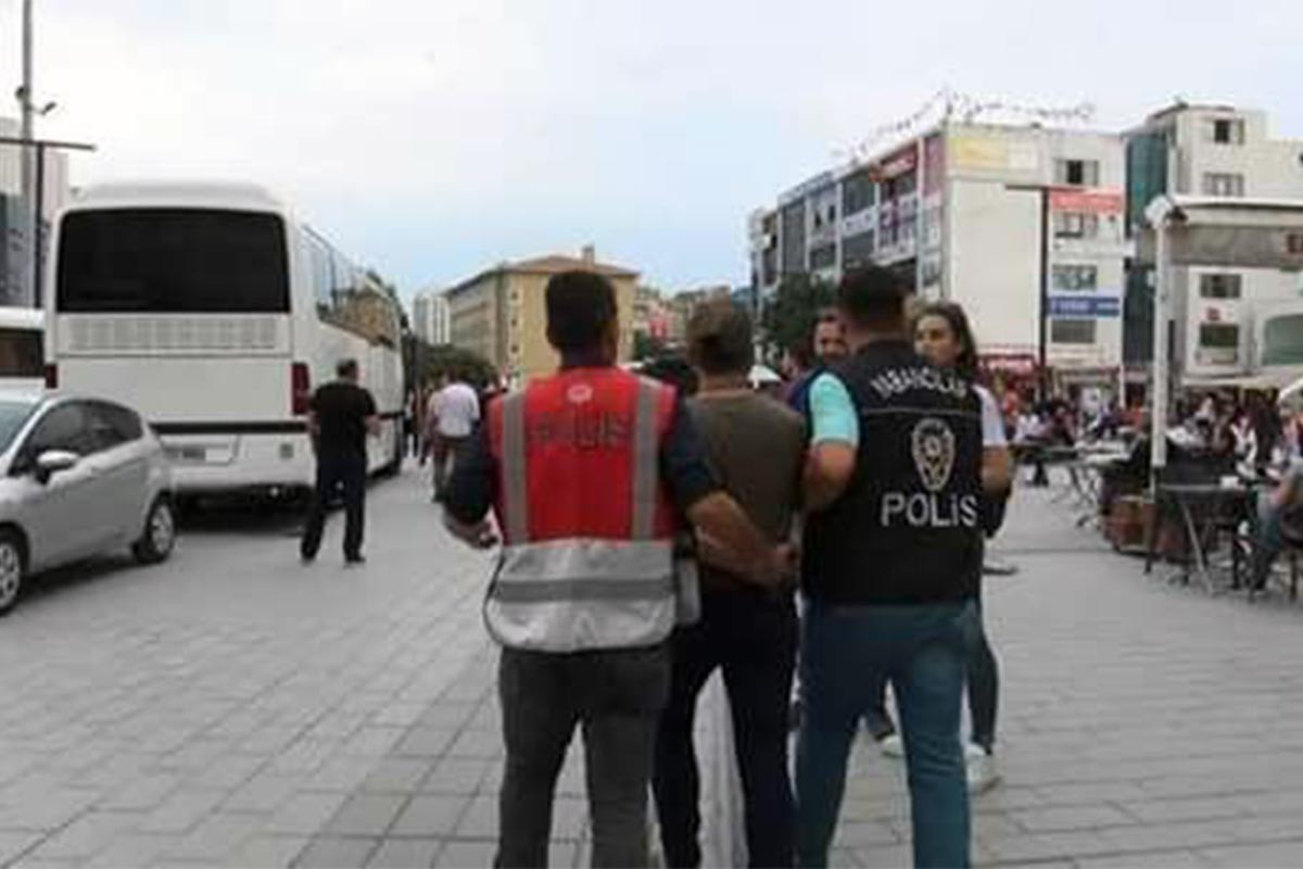 İstanbul Valiliği tarafından sınır dışı edilen Suriyeli mülteci sınırda vuruldu