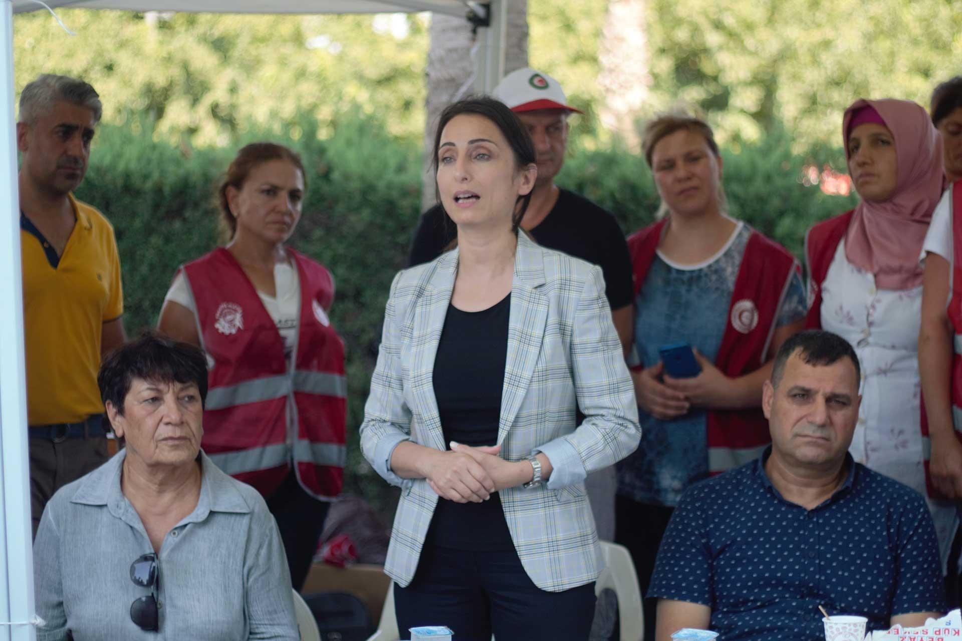HDP Milletvekili Tülay Hatimoğulları, Hilton SA işçilerini ziyaret etti