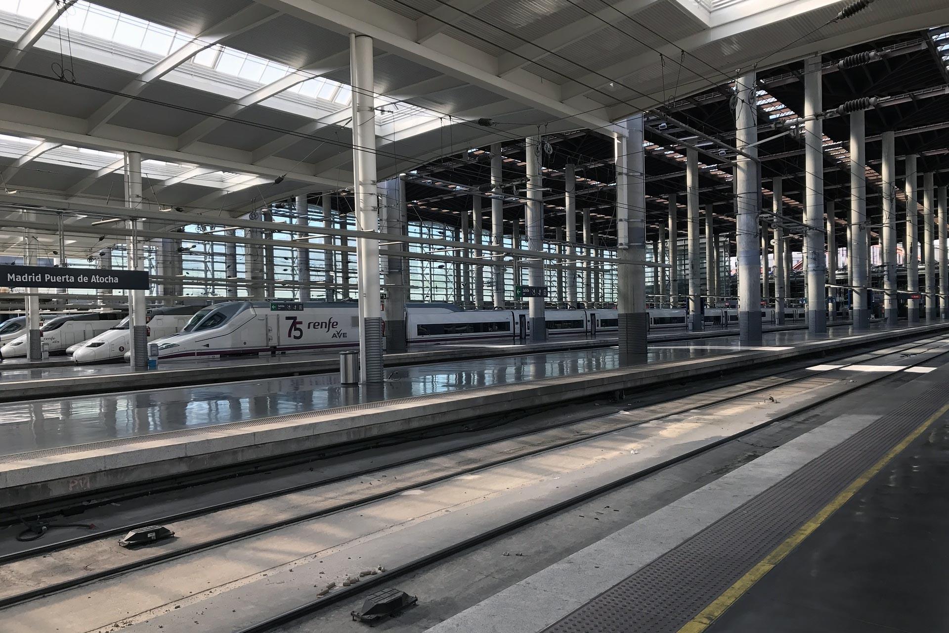 İspanya'da tren ve hava ulaşımında çalışan işçiler grevde
