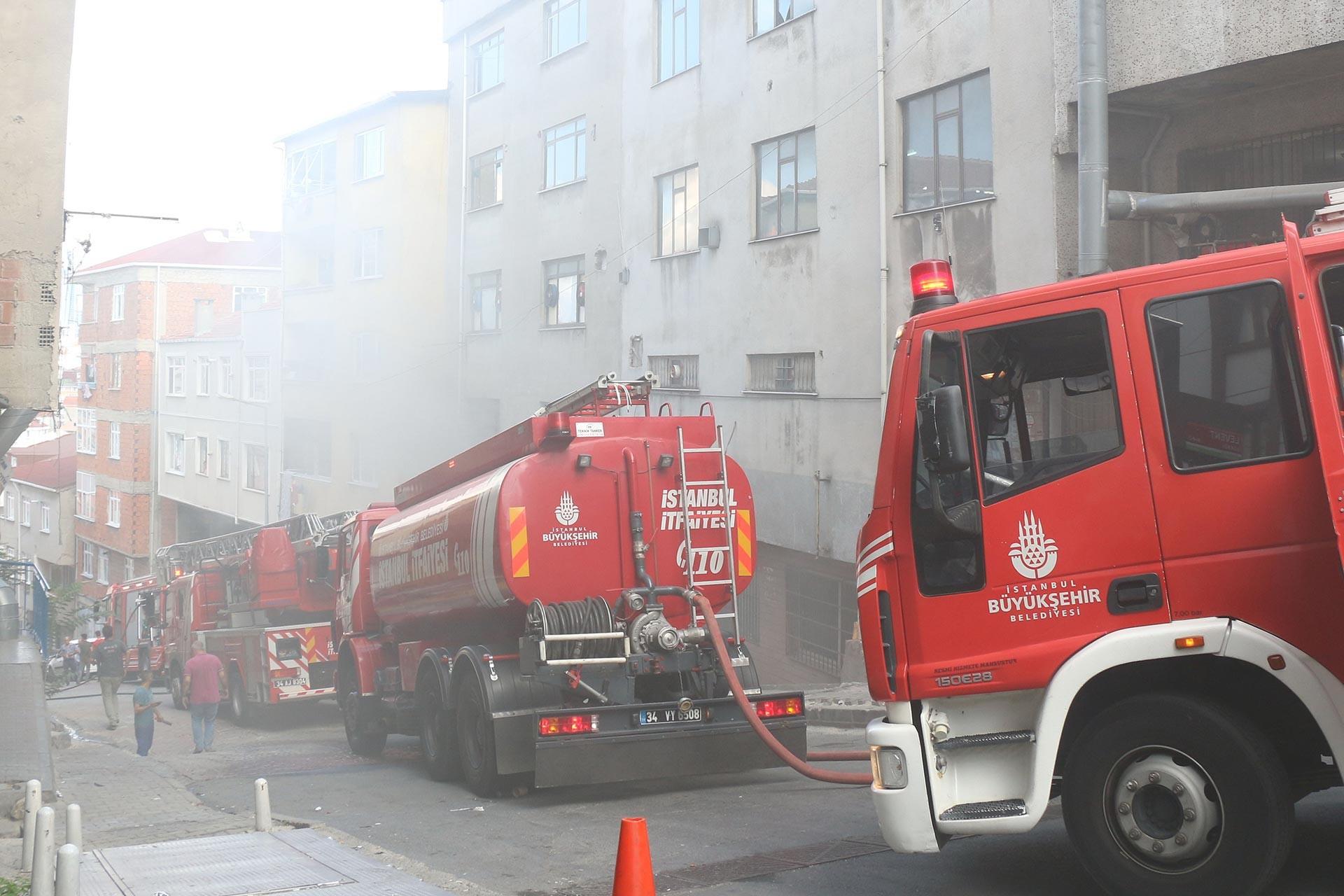 Kağıthane'de oto tamirhanesinde yangın çıktı