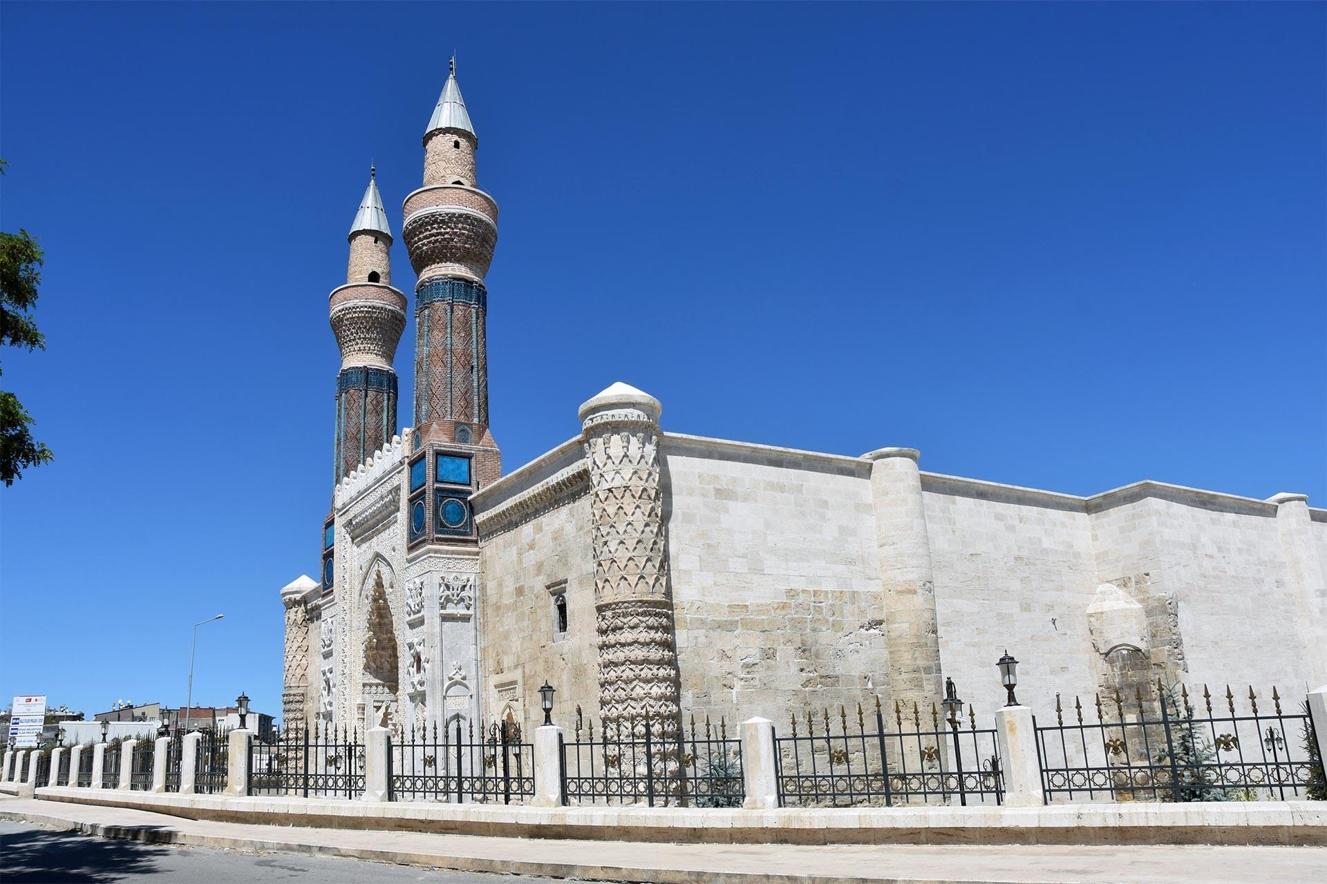 Gök Medrese'nin restorasyonu tamamlandı