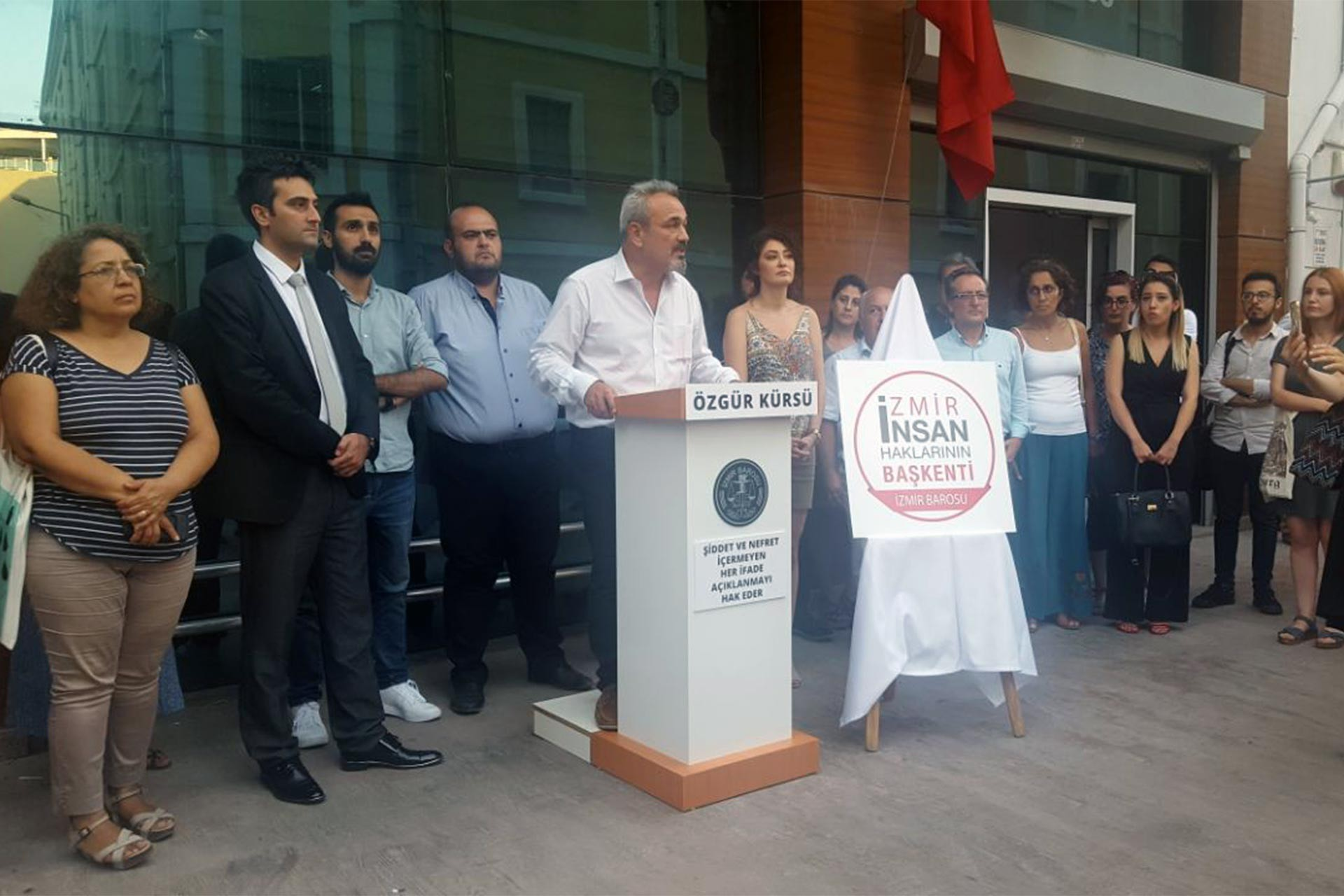 İzmir Barosu Valiliğin eylem yasağı kararına karşı dava açtı