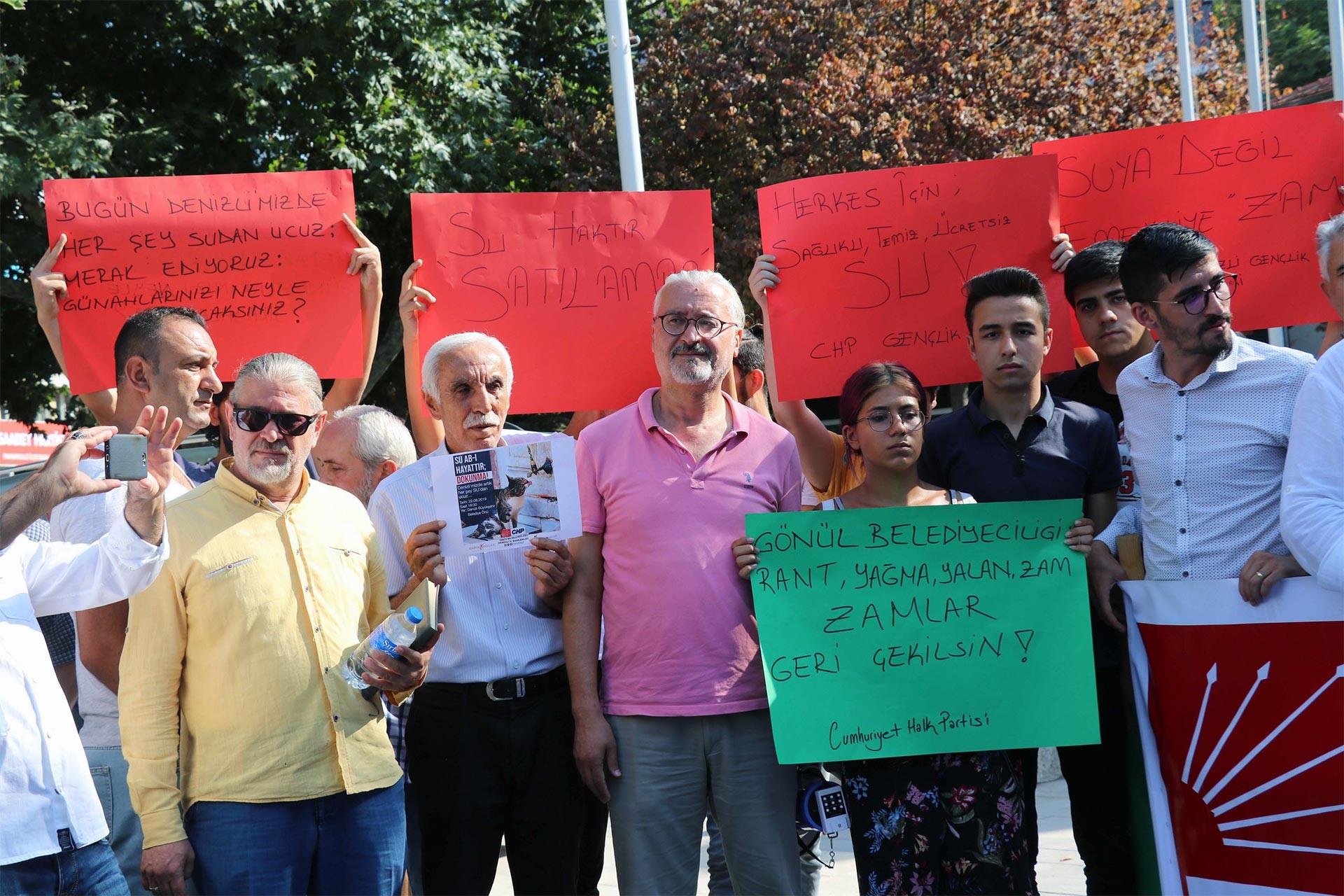 Denizli'de içme suyuna getirilen yüzde 20'lik zam protesto edildi