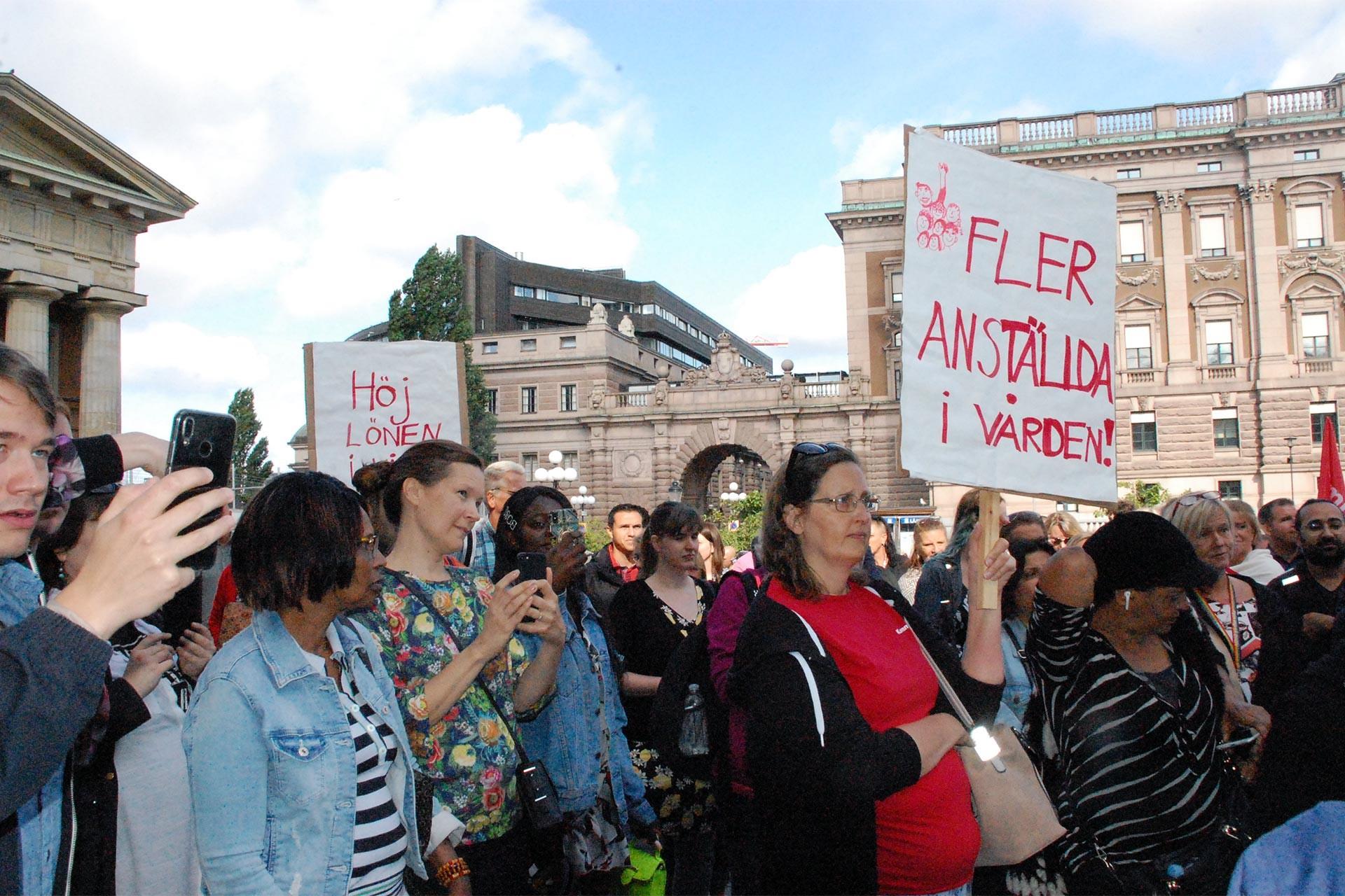 İsveç'te hasta bakıcıların 'bütçe kesintisi' isyanı: 6 kentte eylemler yapıldı