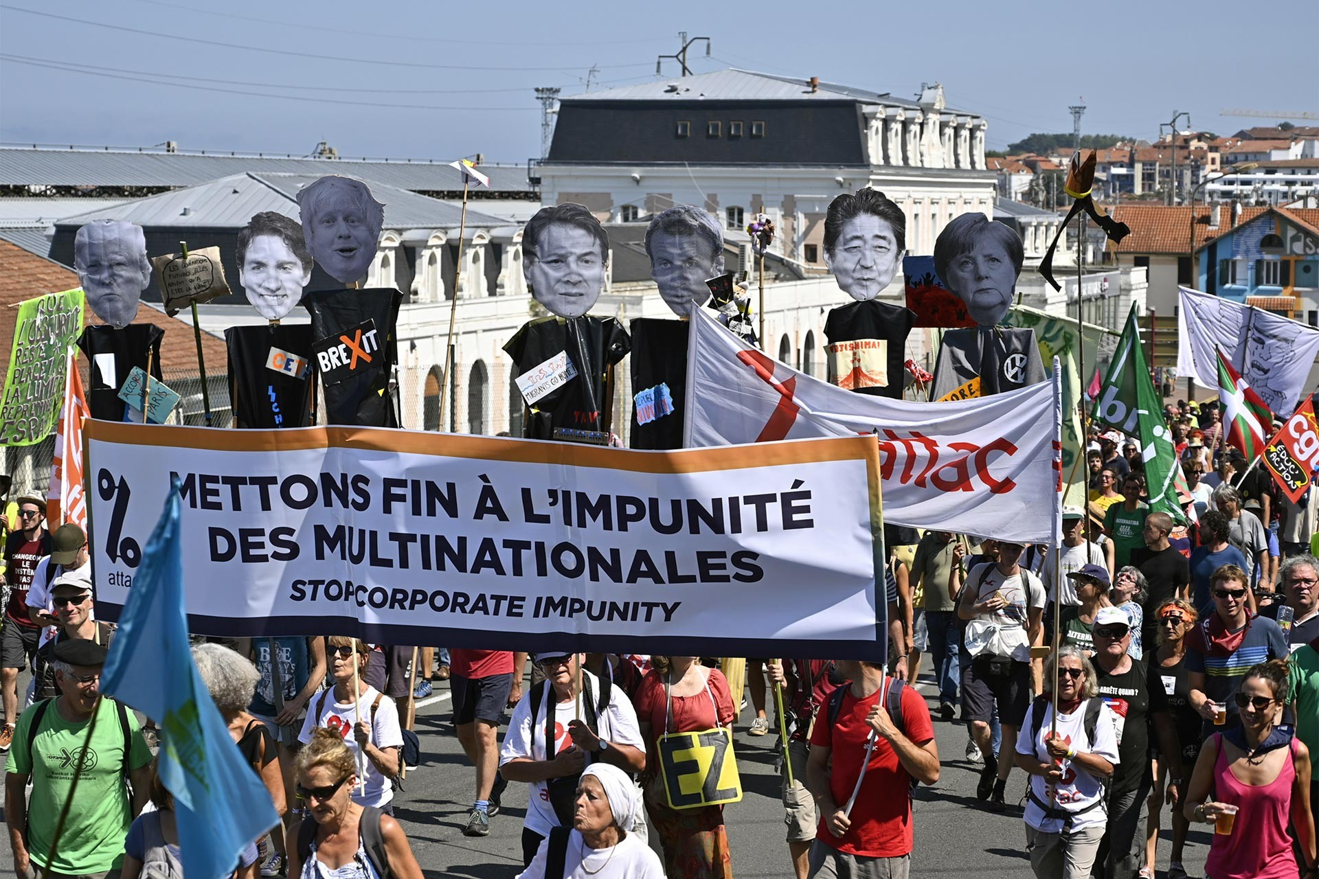 G7 Zirvesi protestolarla başladı: Liderler akşam yemeğinde, emekçiler sokaklarda