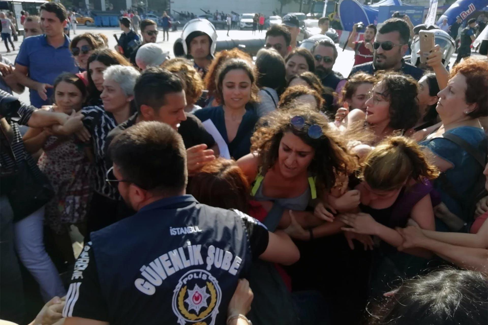 Beşiktaş'ta sendika ve kadınların kayyum eylemleri polislerce engellendi
