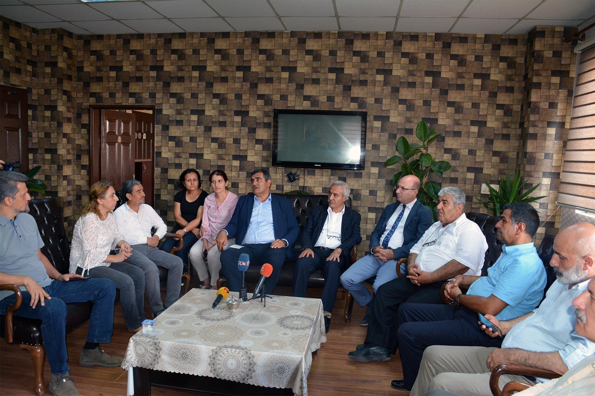 CHP Türk ve Mızraklı'yı ziyaret etti: Direnmek herkesin boynunun borcu