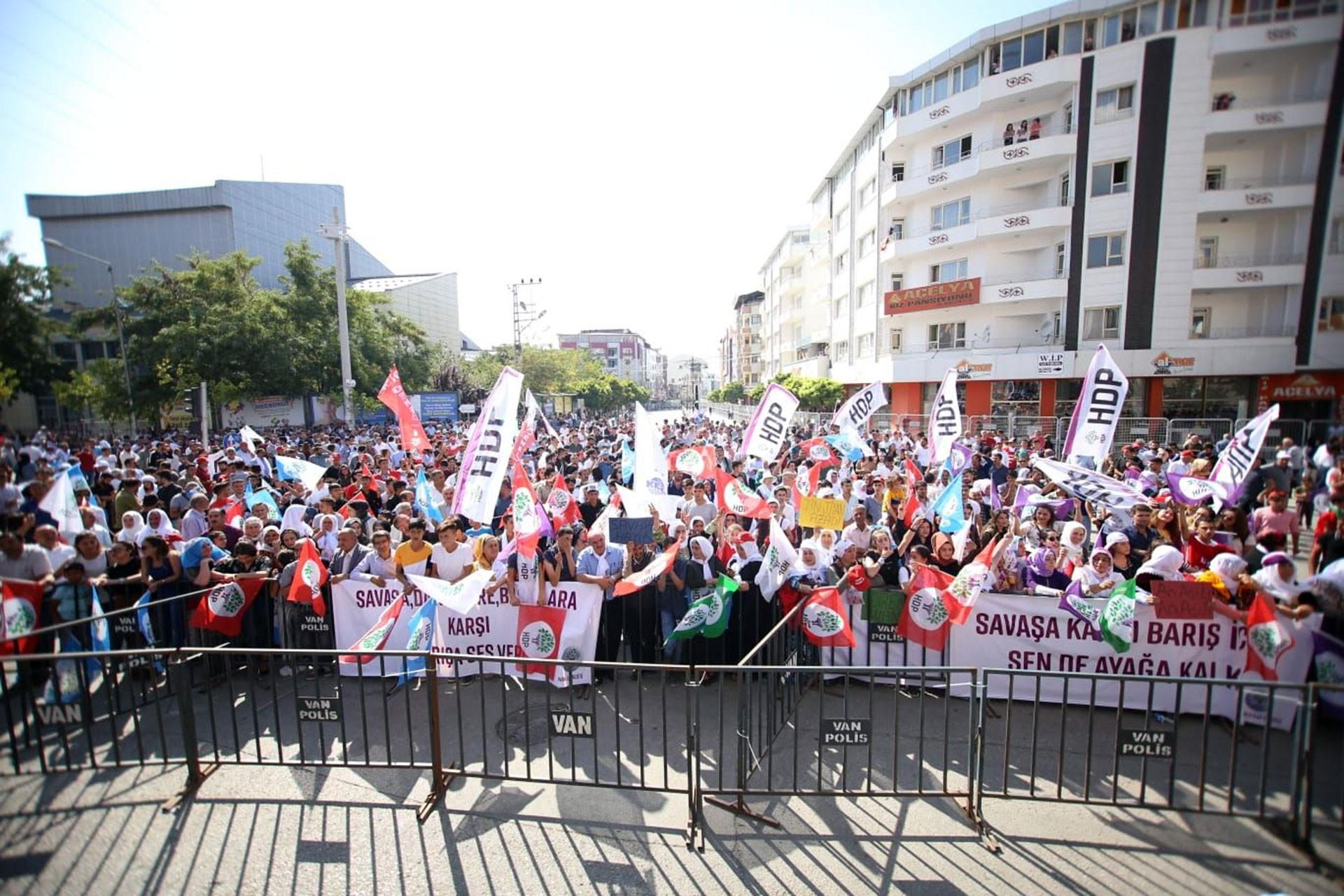 Van'da 1 Eylül mitingi: Halk kayyum darbesini kabul etmiyor, barış istiyor
