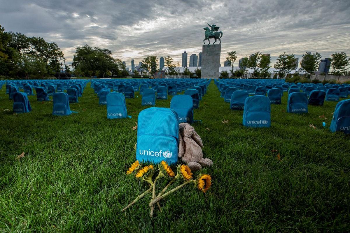 Bunlar okul çantası değil, 3 bin 758 tane 'mezar taşı'