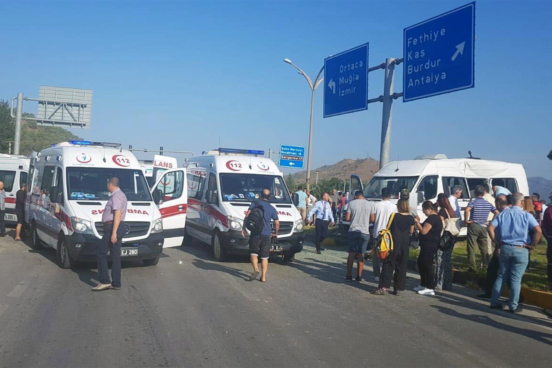 Öğrenci servisi ile kamyon çarpıştı: 1 öğrenci hayatını kaybetti 14 kişi yaralandı