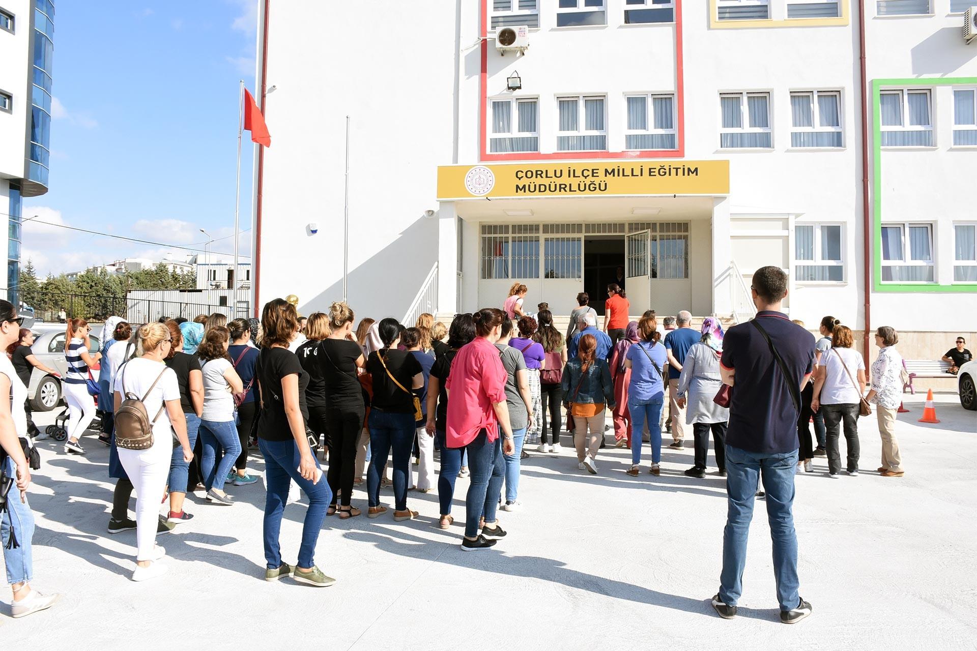 Çorlu'da öğrenci velilerinden protesto eylemi