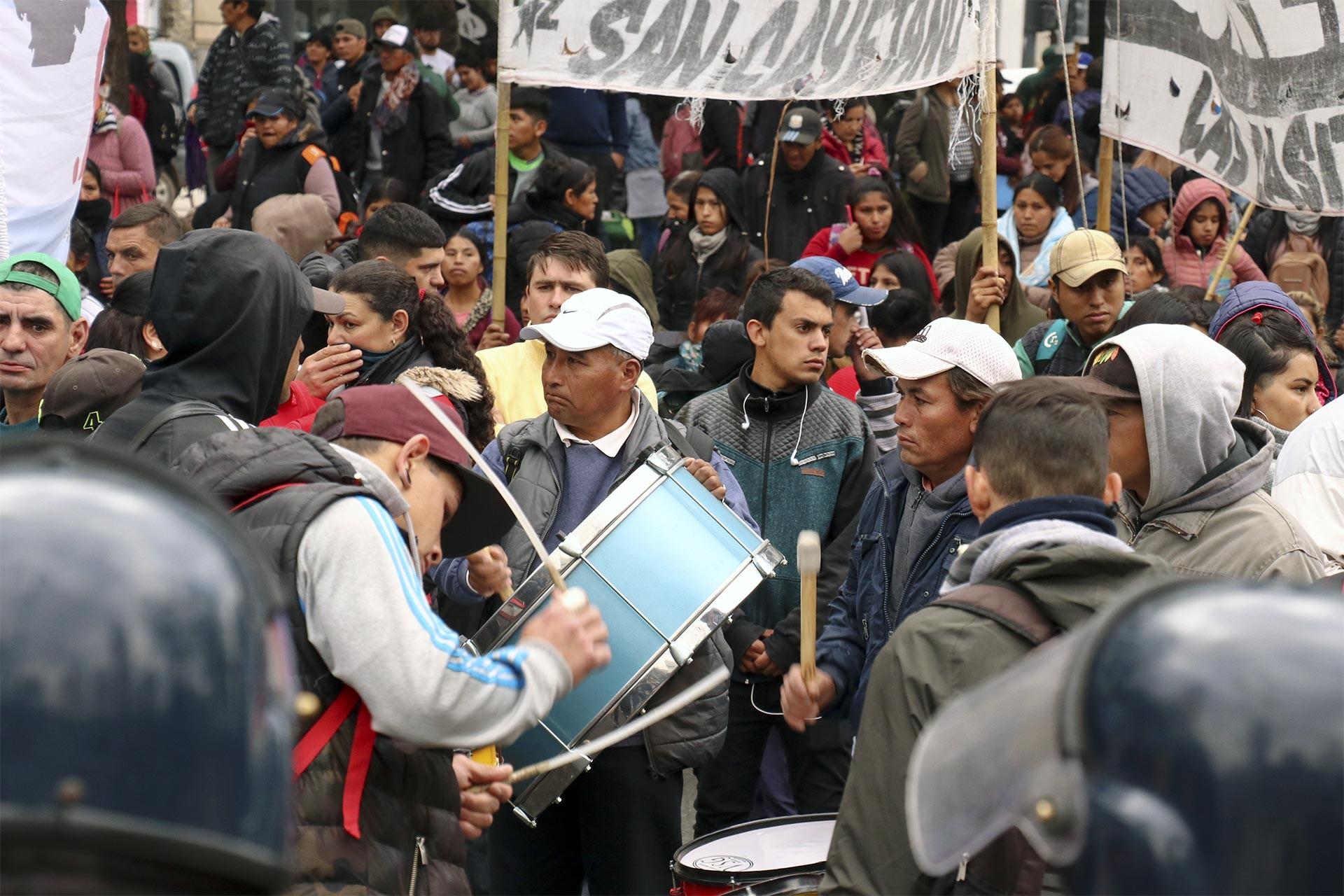 Arjantin'de kriz ve yoksulluk nedeniyle hükümete karşı protesto düzenlendi.