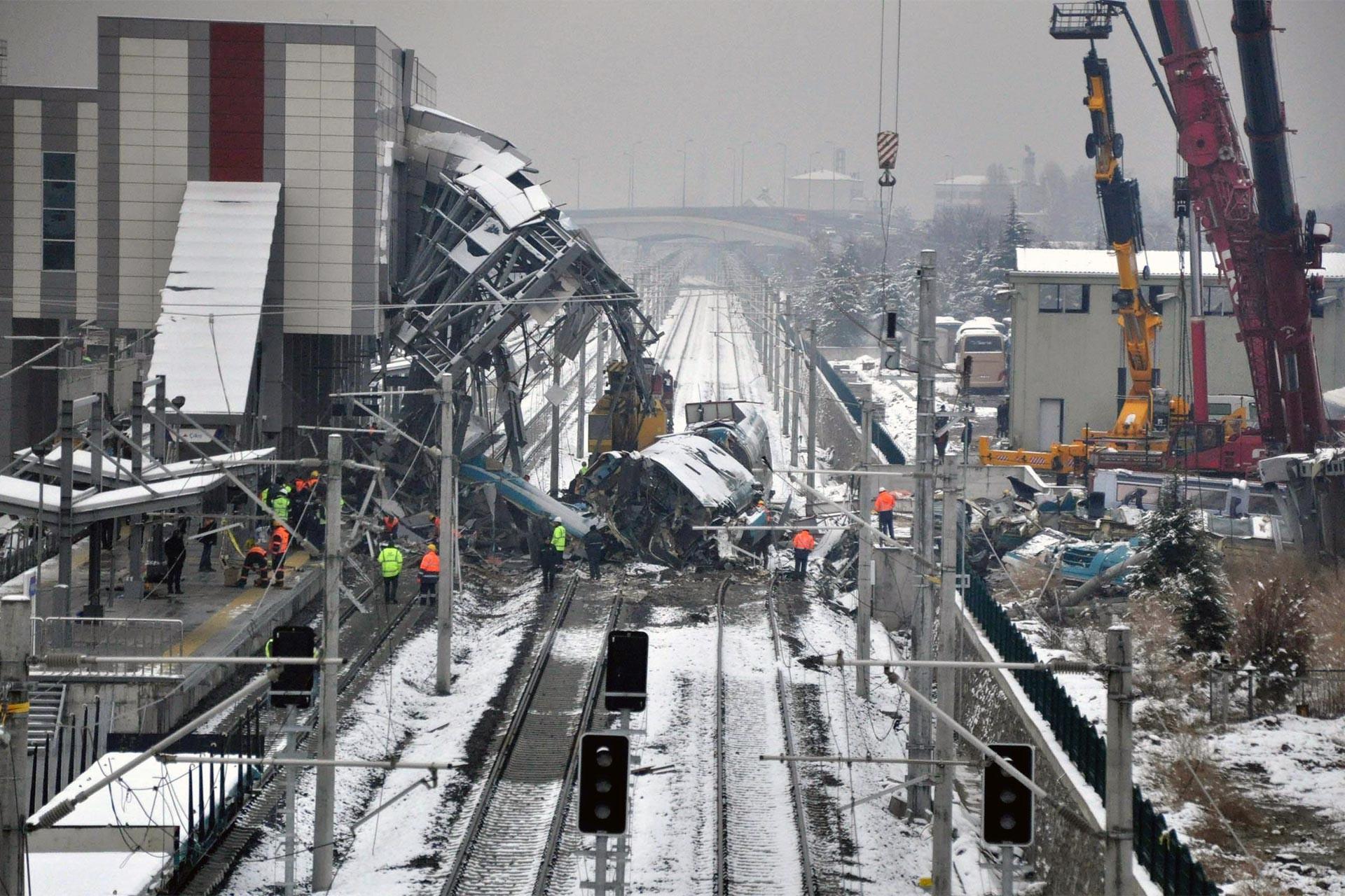 Ankara'daki tren kazası soruşturmasında bakanlığın yanıtı bekleniyor