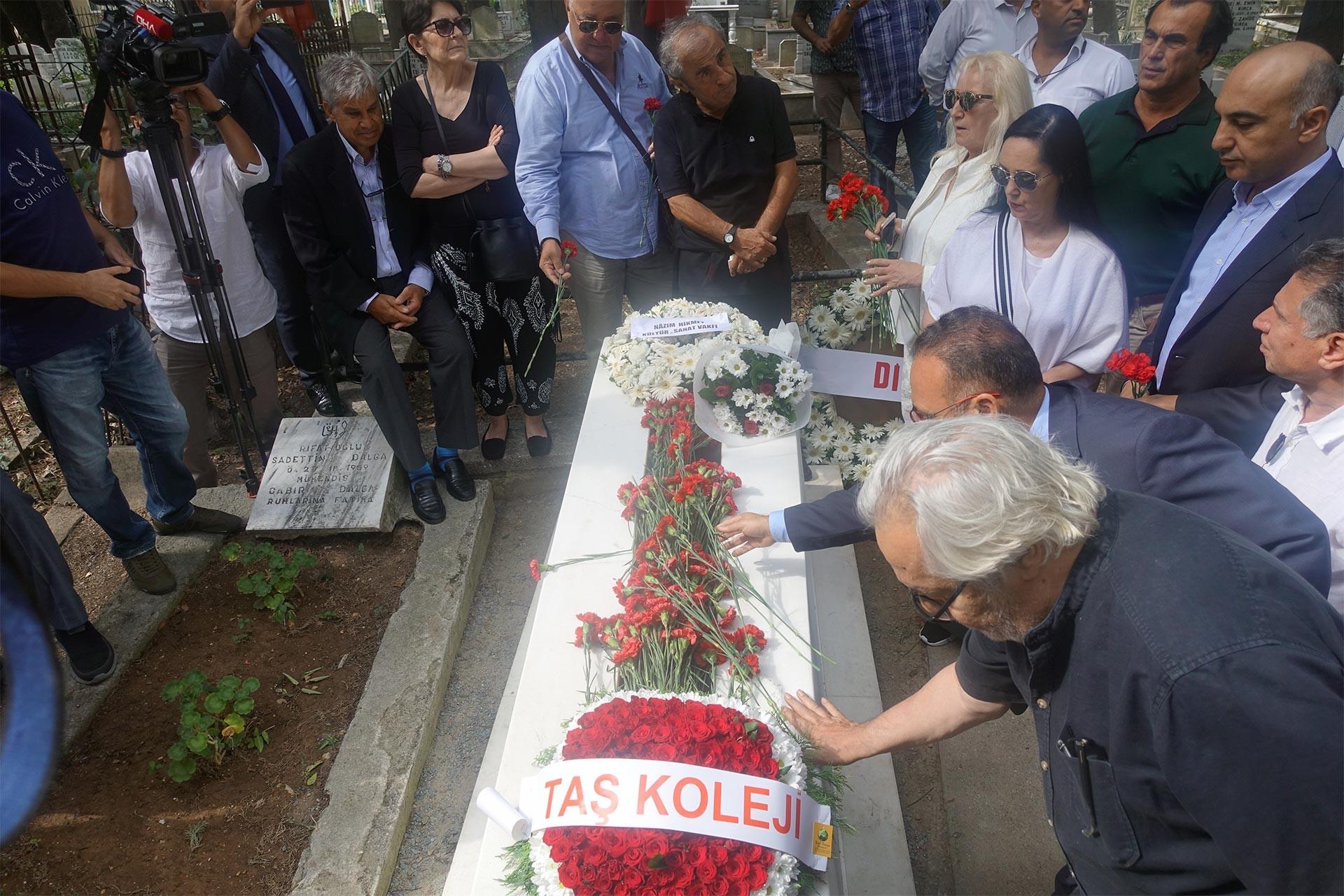 Tarık Akan ölümünün 3. yılında mezarı başında anıldı
