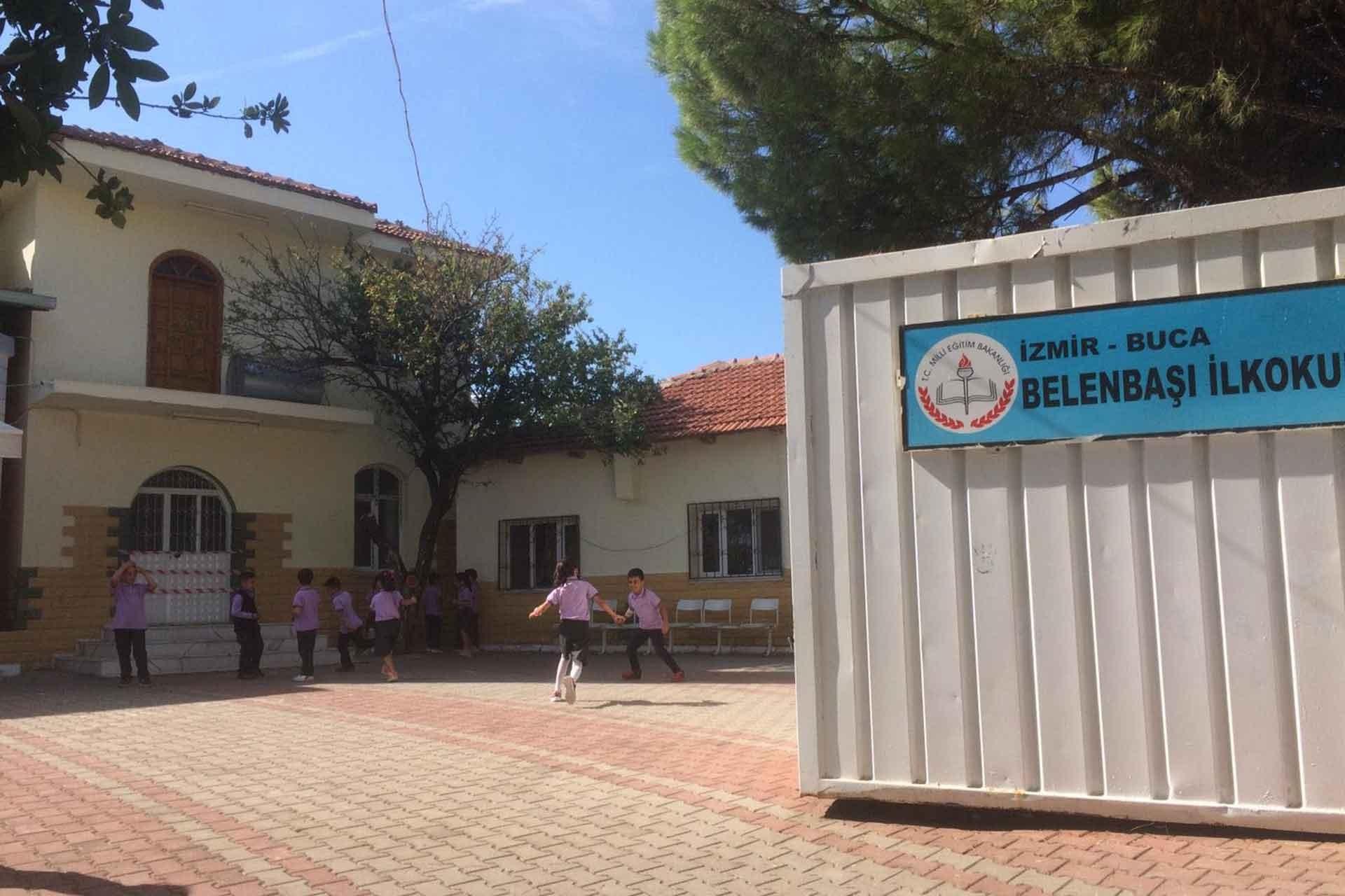 Belenbaşı'da okul inşaatı yarım kalınca öğrenciler cami avlusuna kurulan konteynerlerde eğitim almaya başladı