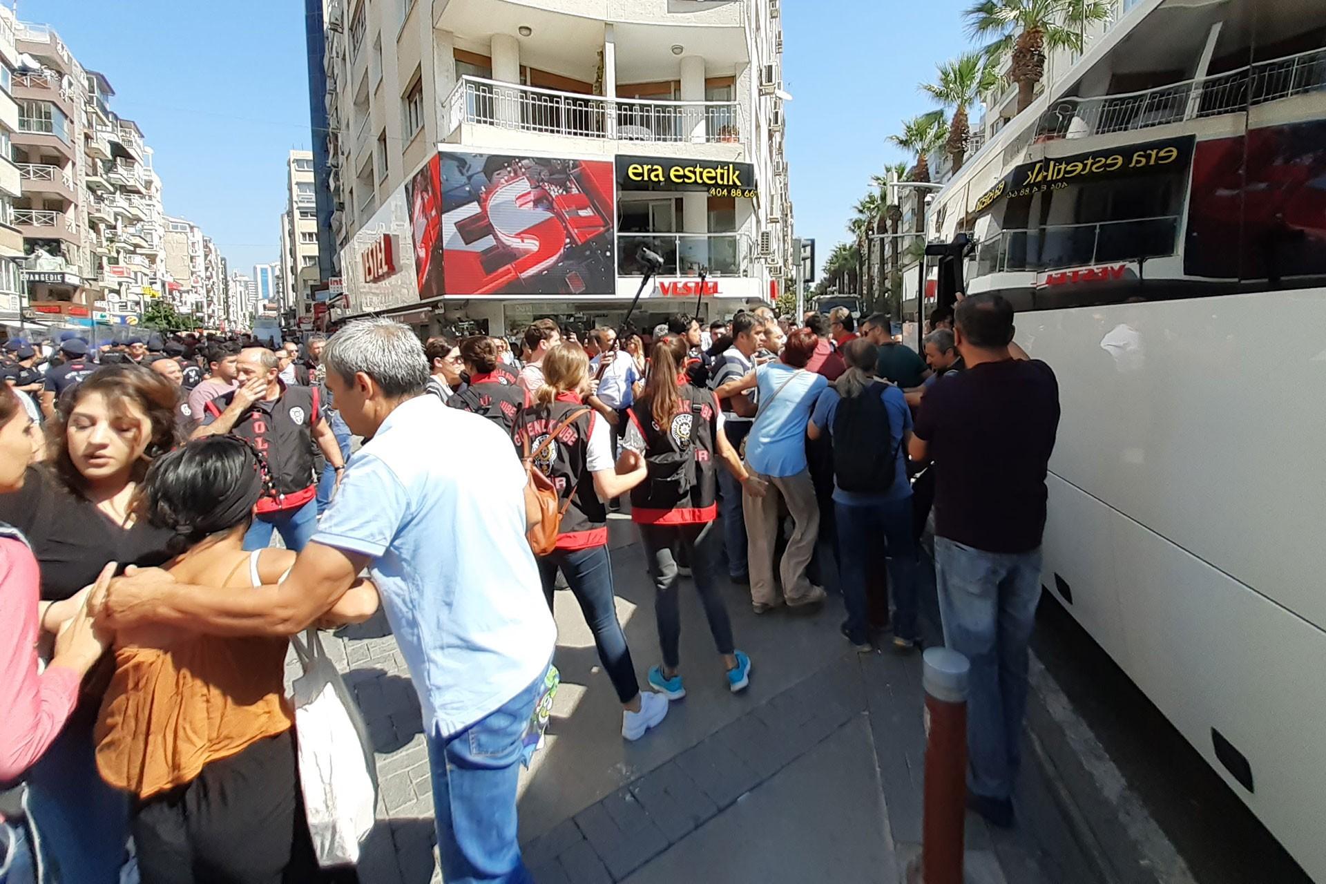 İzmir'de kayyum protestosunda 6 kişi gözaltına alındı