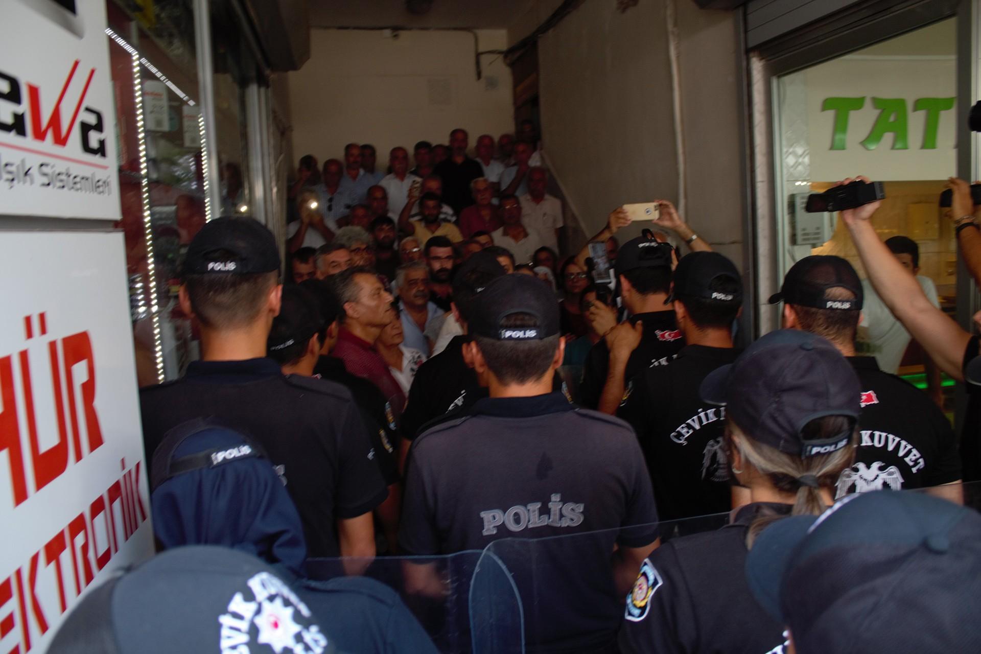 HDP'li Peköz, Soylu'ya Adana'da uygulanan eylem yasaklarını sordu
