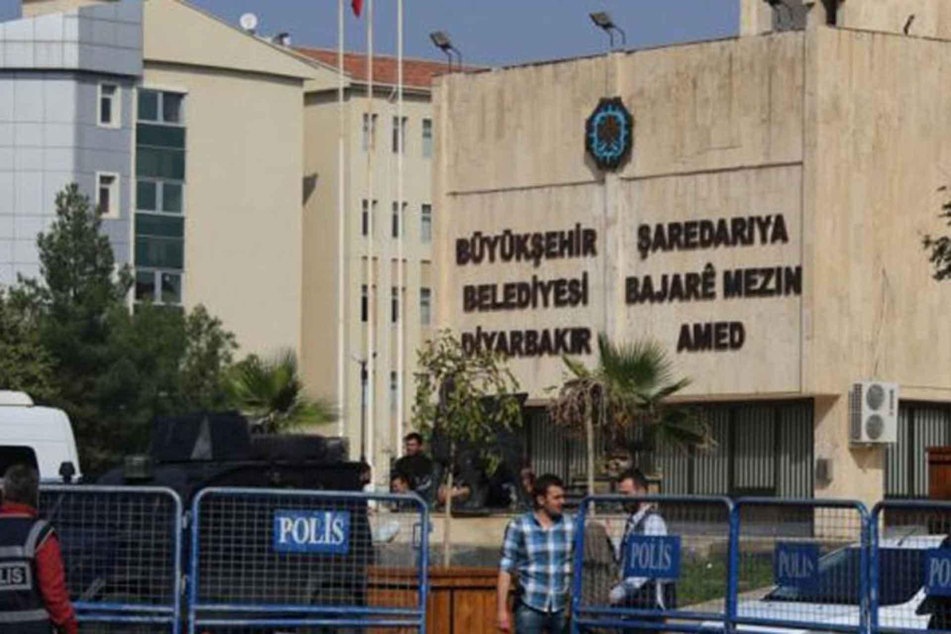 Diyarbakır'da kayyum 141 lise öğrencisinin zorunlu stajını iptal etti