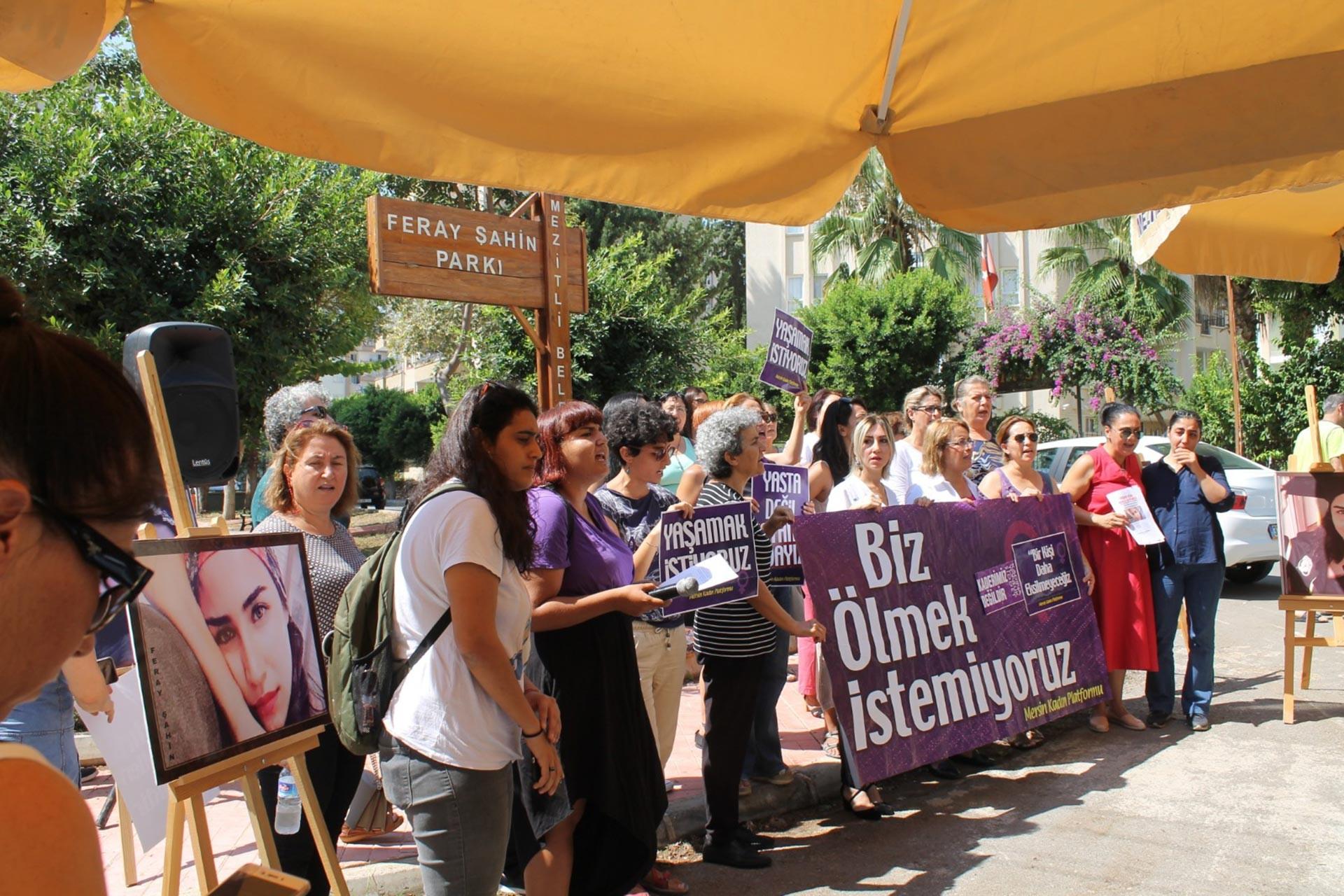 Mersin'de kadınlar, Feray Şahin'in ölüm yıldönümünde adının verildiği parkta açıklama yaptı.