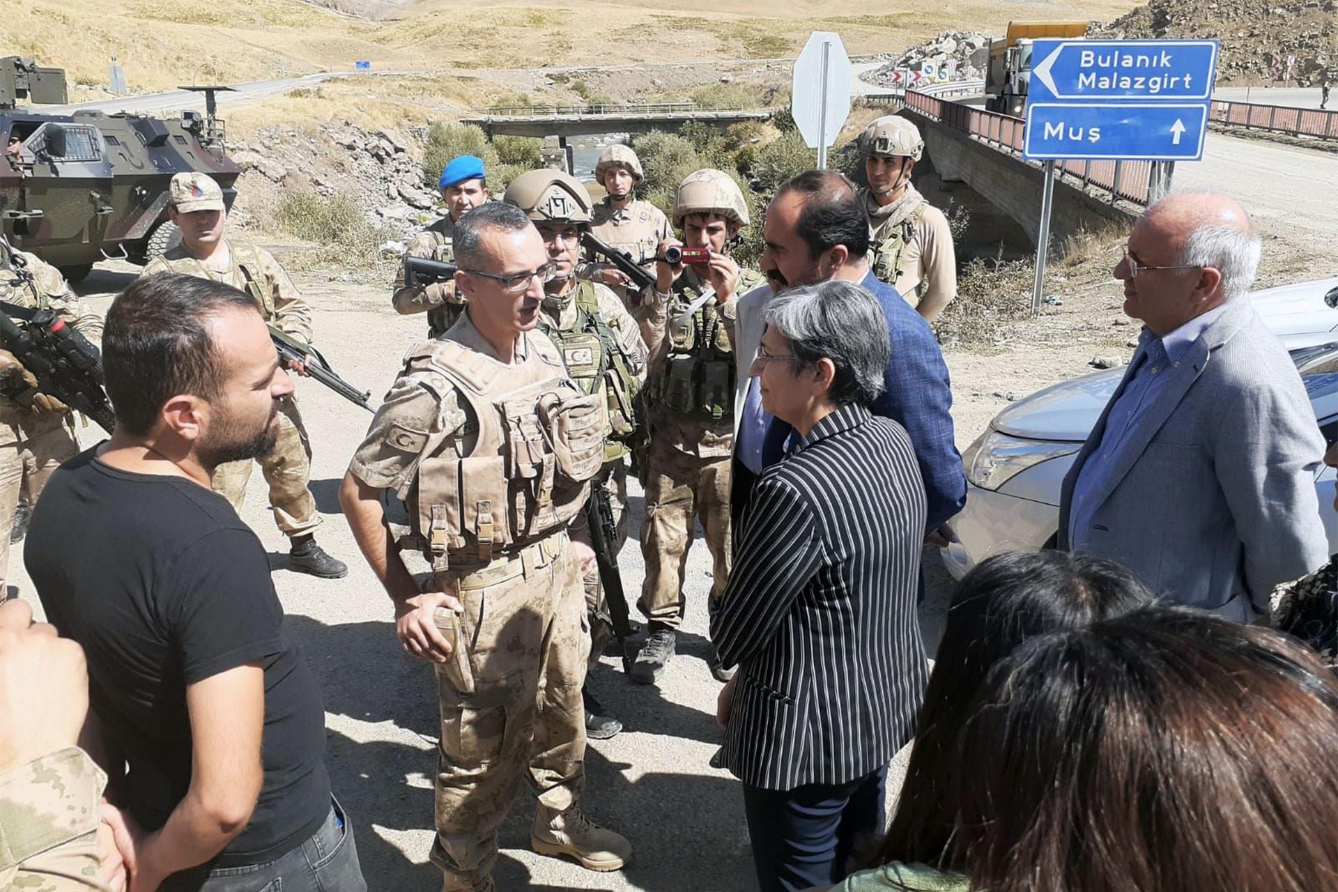 Kişiye özel 'güvenlik bölgesi': Leyla Güven'in köy ziyareti jandarmalarca engellendi