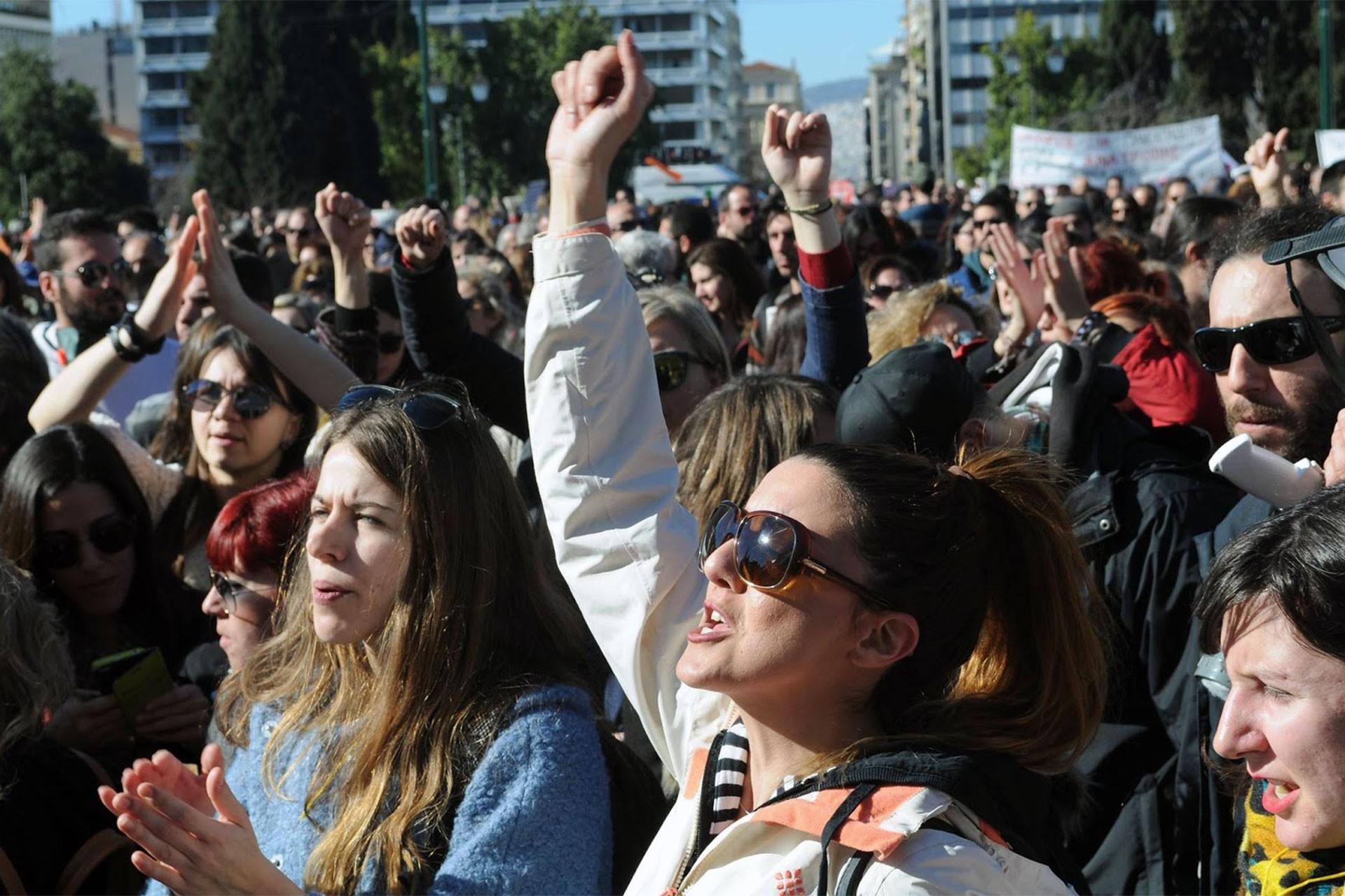 Yunanistan'da sağcı hükümet işçi haklarına saldırdı, emekçiler grevde