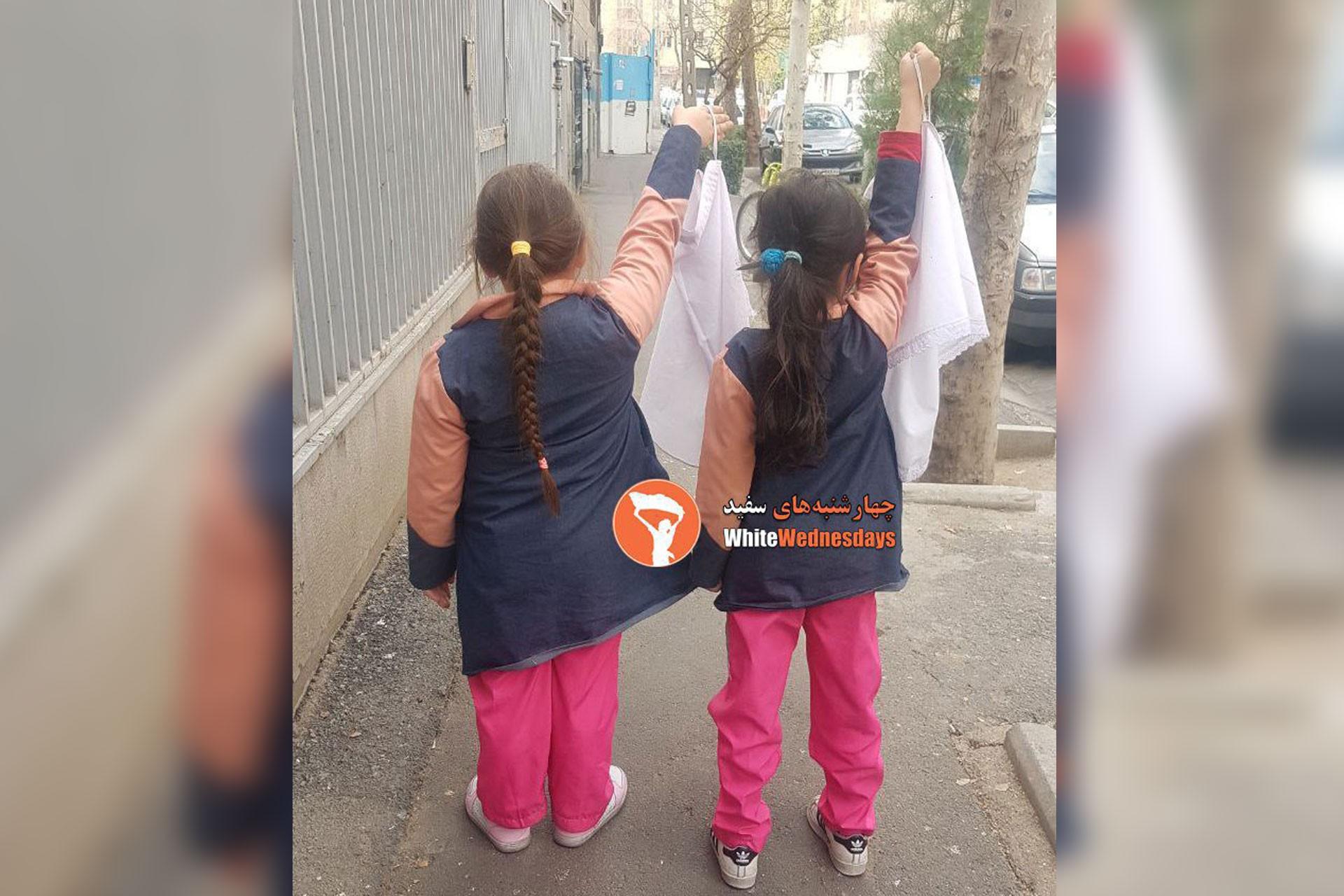 İran'da kadınların 'Beyaz Çarşambalar' eylemi okullara yayılıyor