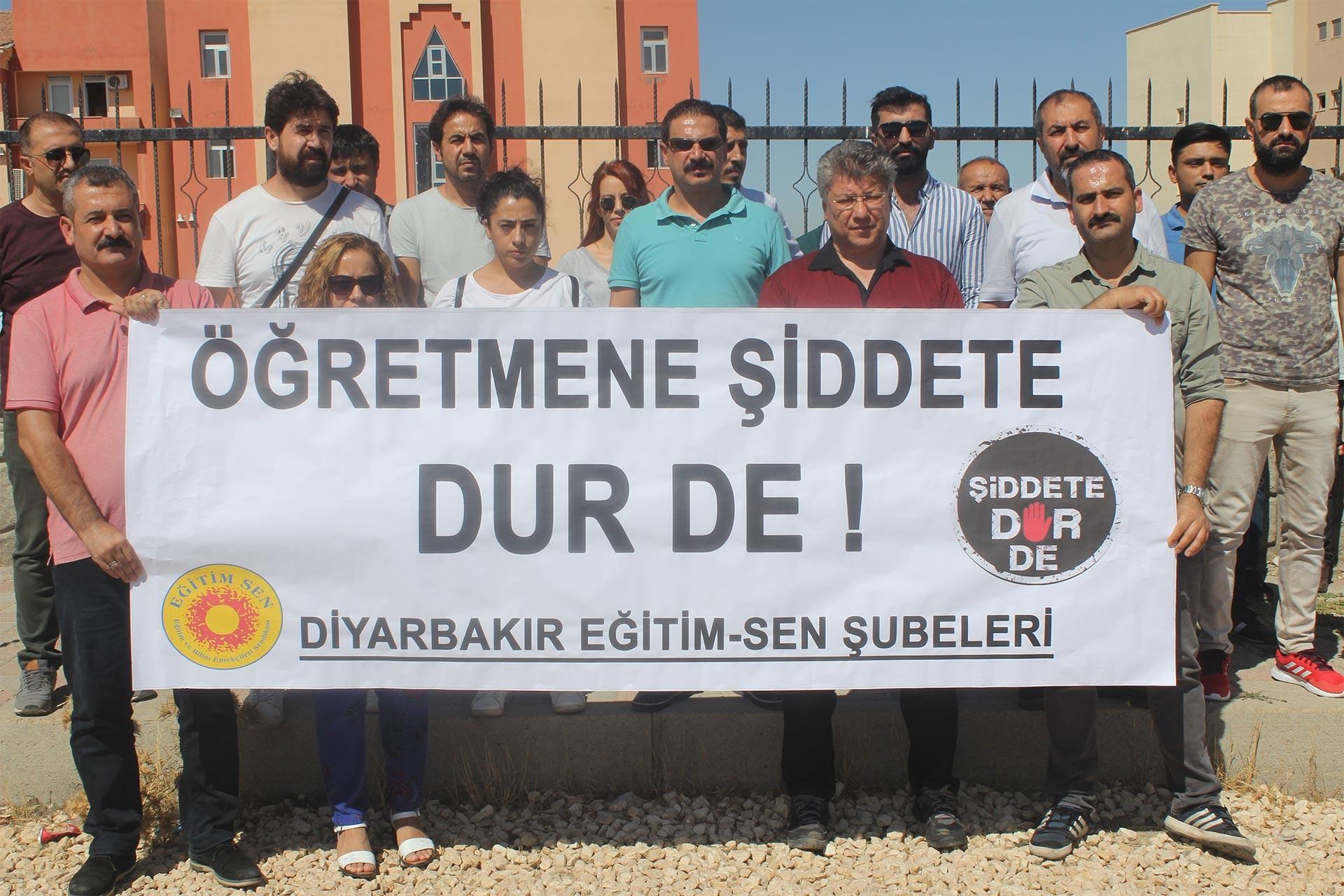 Eğitim Sen Diyarbakır şubeleri, meslektaşlarının darbedilmesine tepki gösterdi