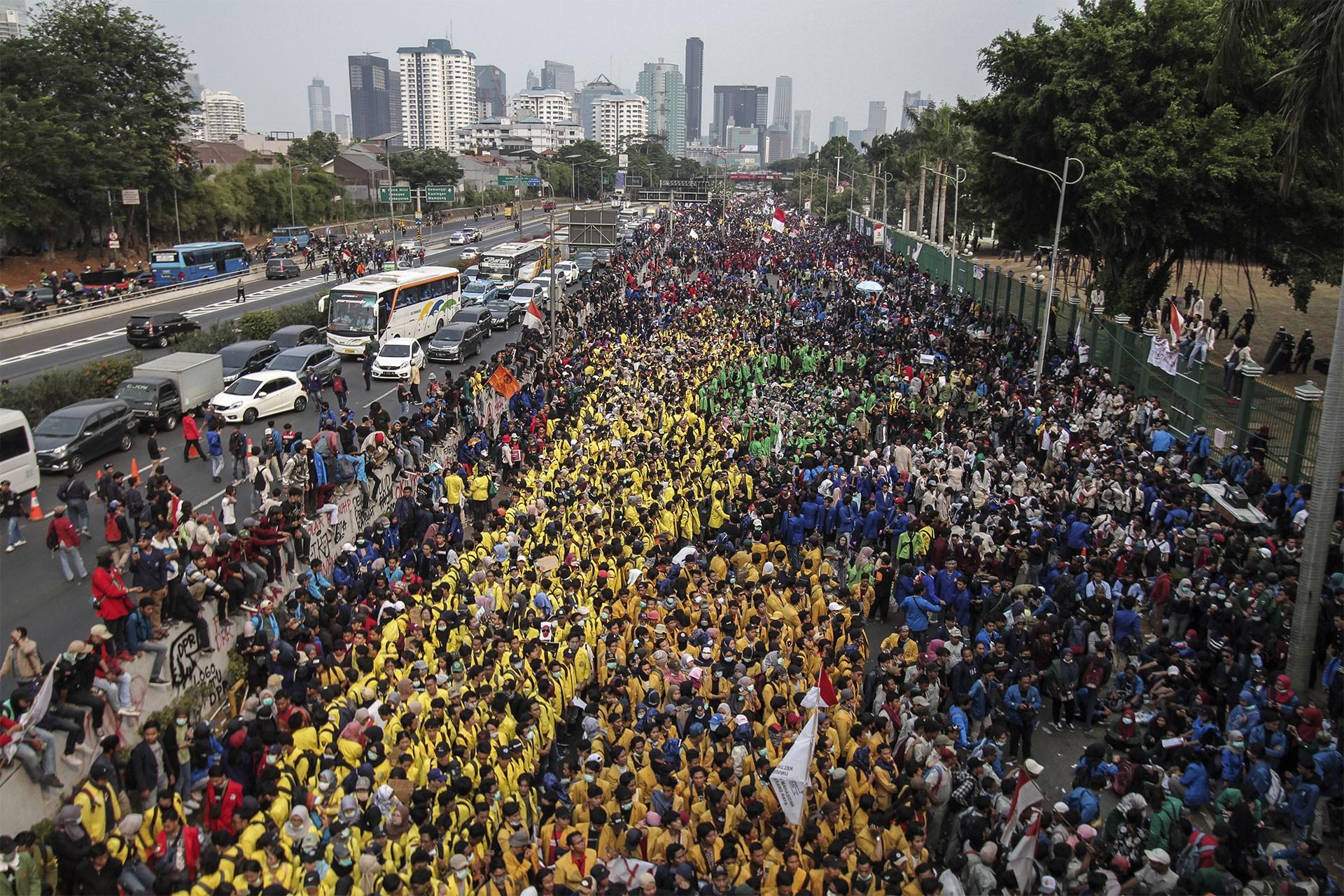 Endonezya'da ırkçılık karşıtı protestolarda en az 20 kişi öldü