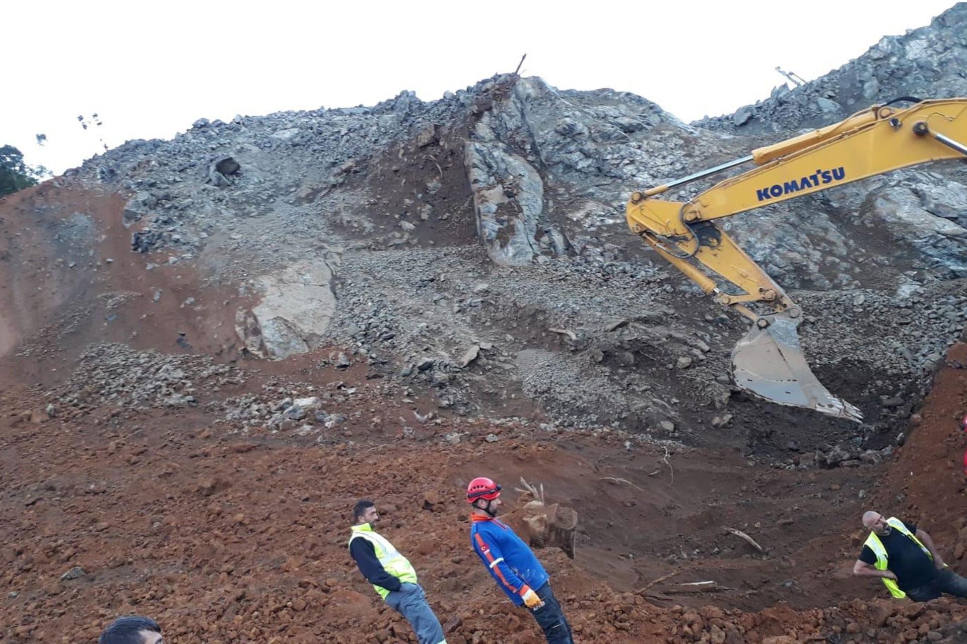 Rize'de dolgu havalimanı inşaatındaki heyelanda bir işçi yaşamını yitirdi