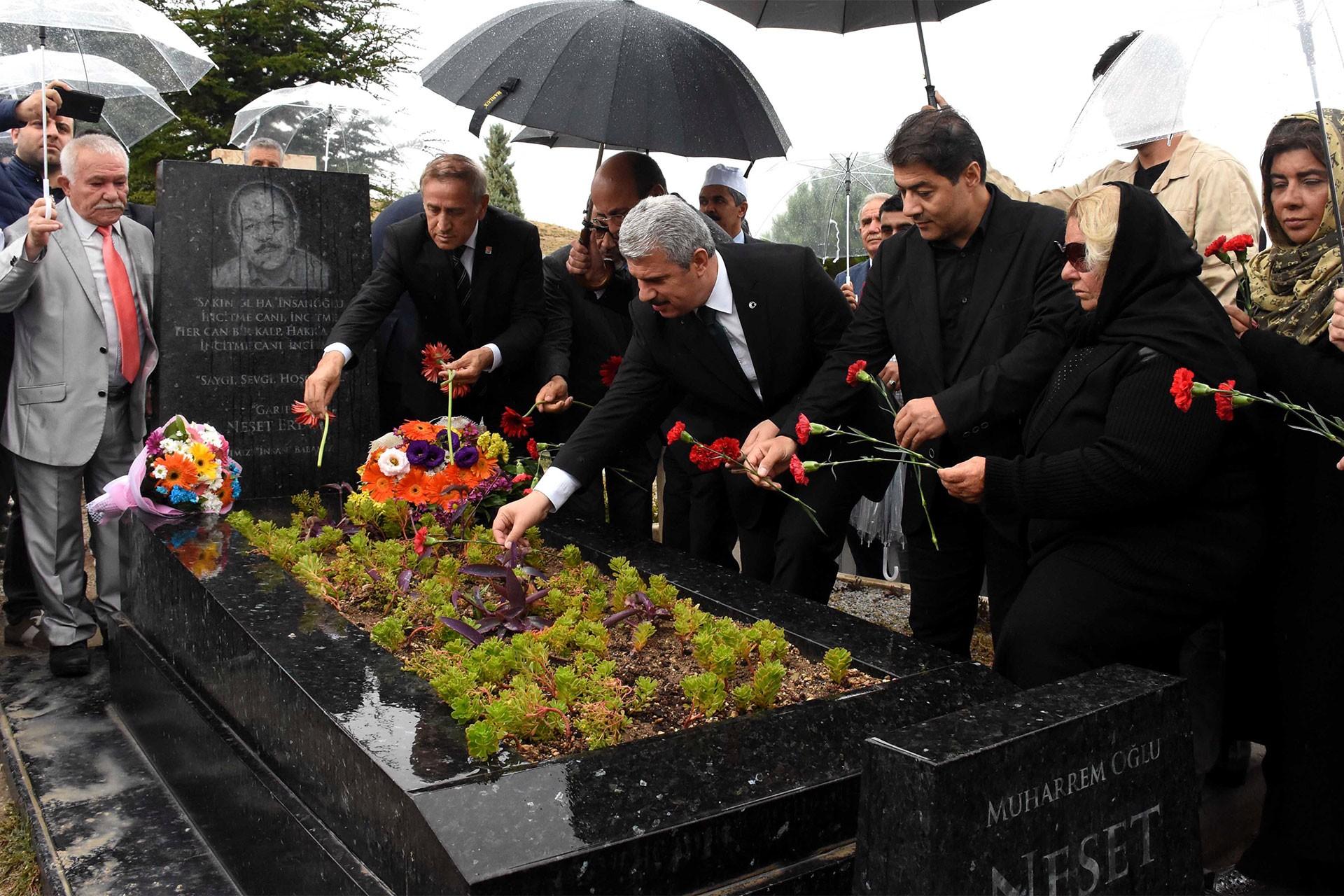 Bozkırın Tezenesi Neşet Ertaş, ölümünün 7'nci yılında mezarı başında anıldı