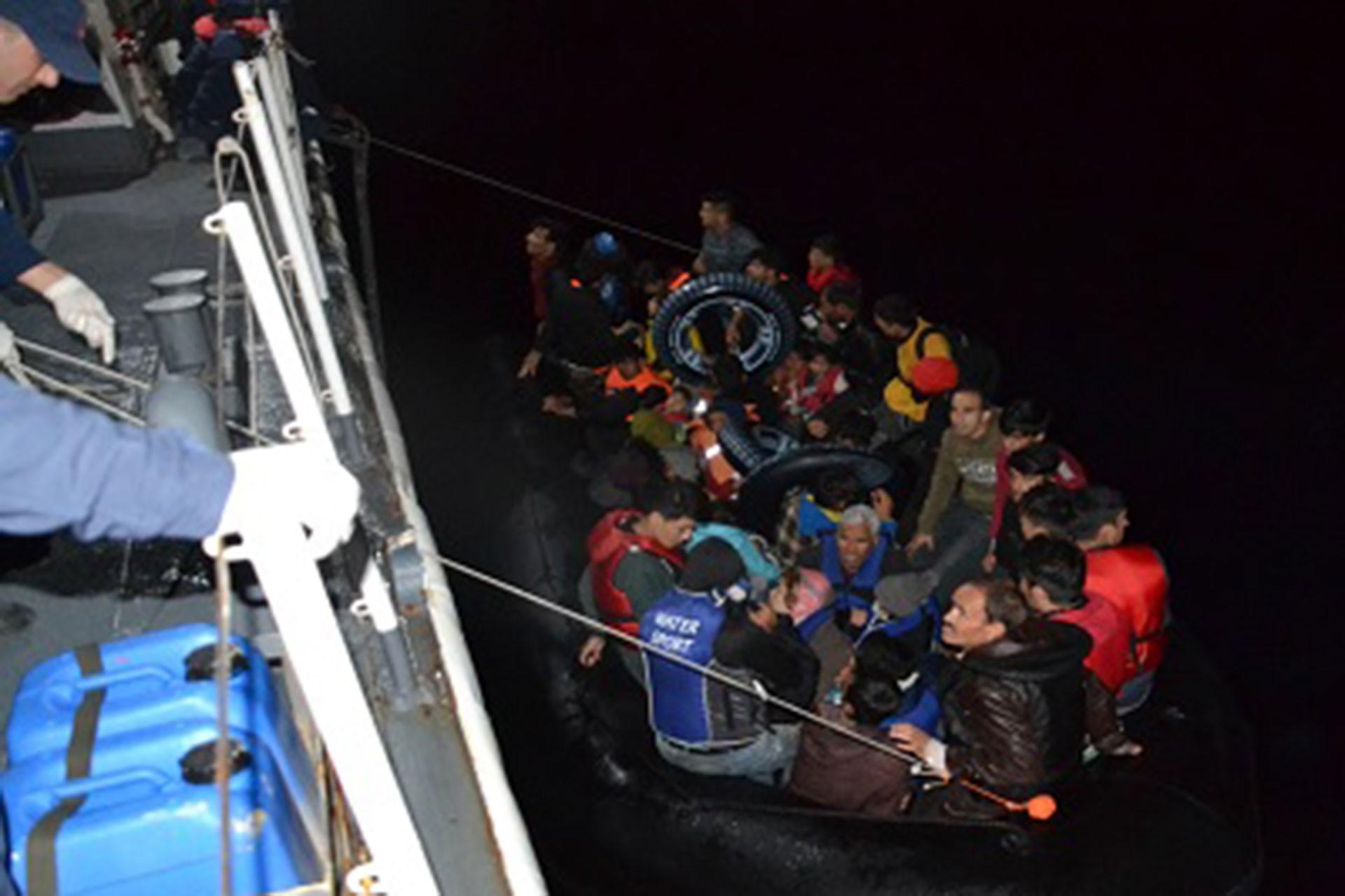 Ege'de mültecileri taşıyan bot battı: 5'i çocuk 7 mülteci yaşamını yitirdi