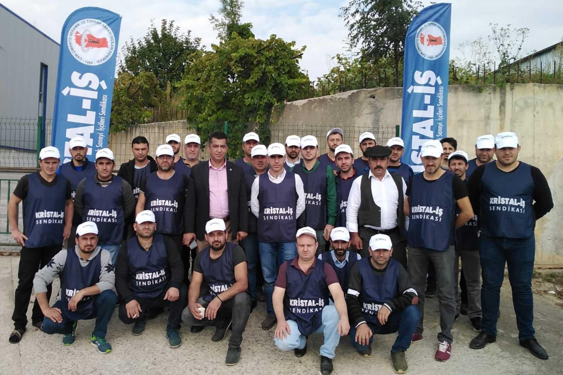 İşçiler Kristal-İş'te örgütlenince patron fabrikayı kapattı