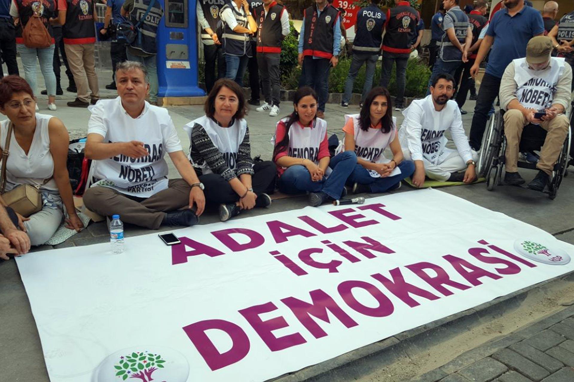 İzmir'de HDP'nin kayyuma karşı nöbeti üçüncü gününde